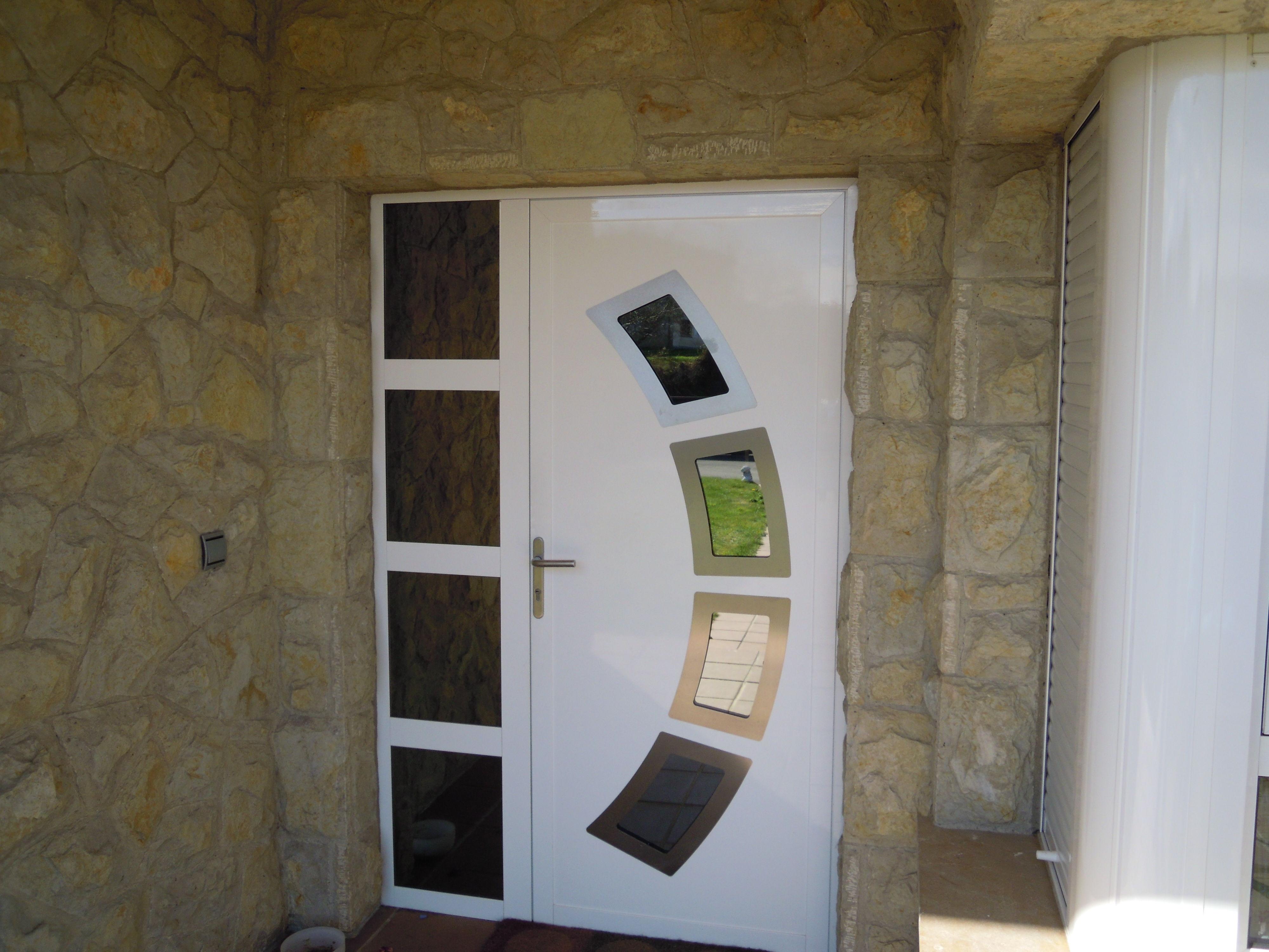 Puerta de aluminio nuestros servicios de aluminios sergio for Puerta entrada aluminio