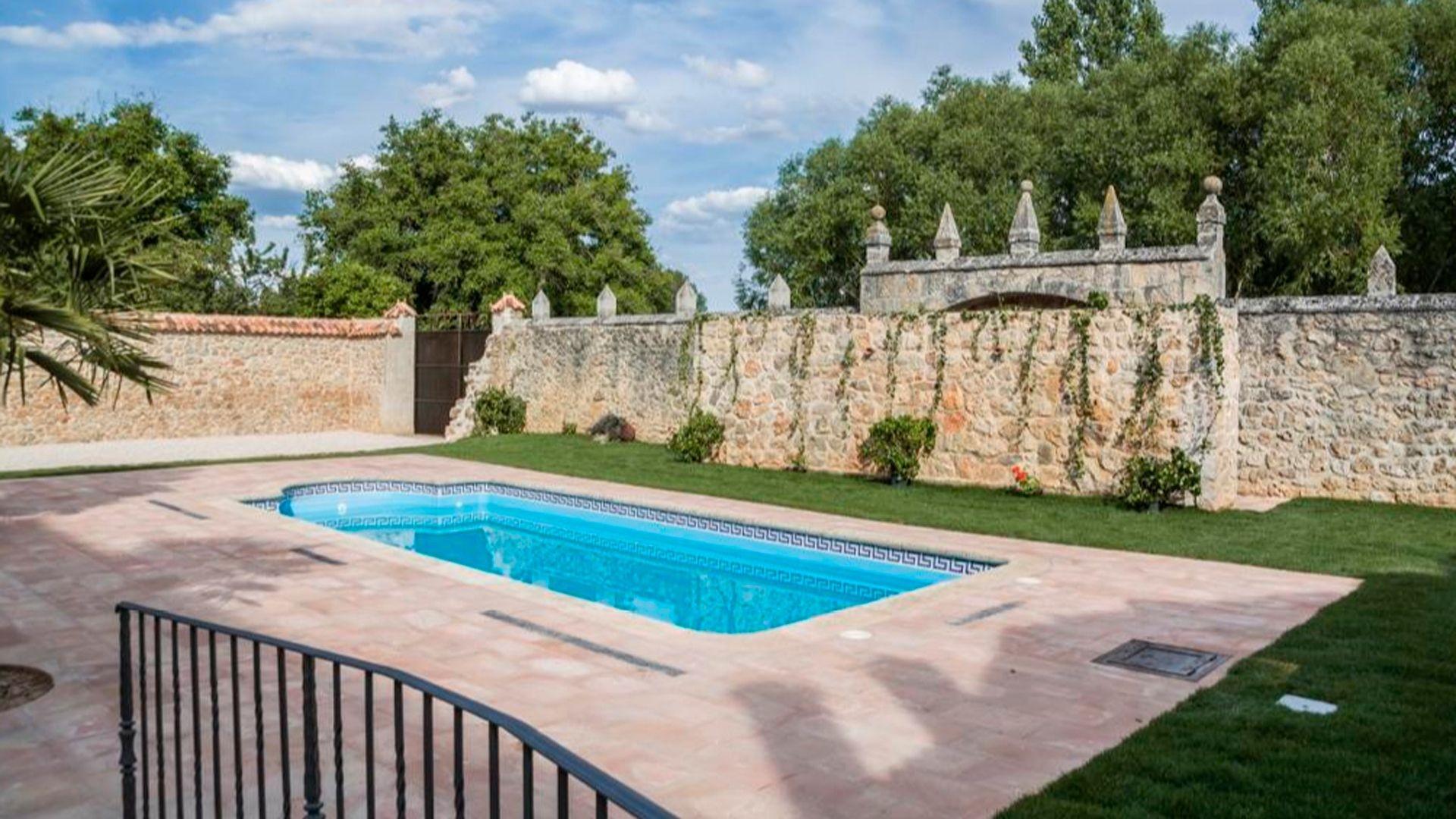 Restaurante con piscina en Soria