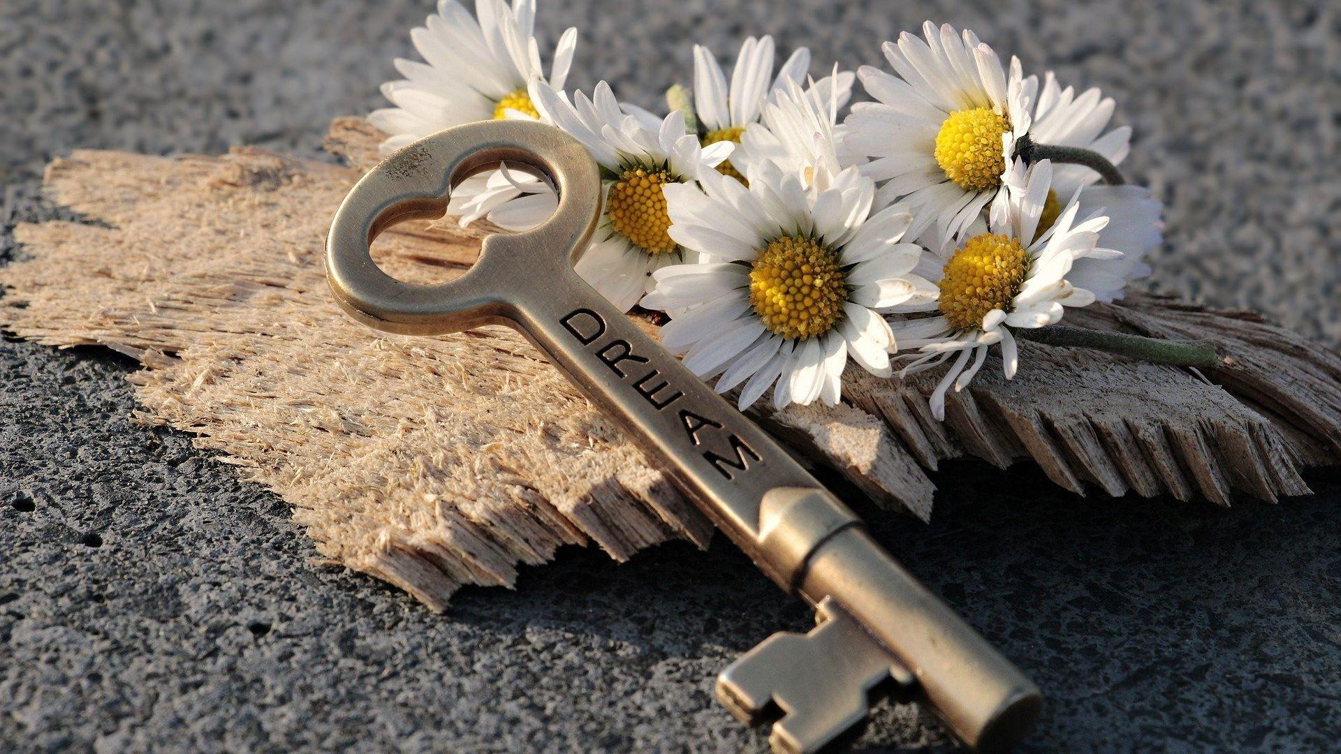 key-3087898_1920