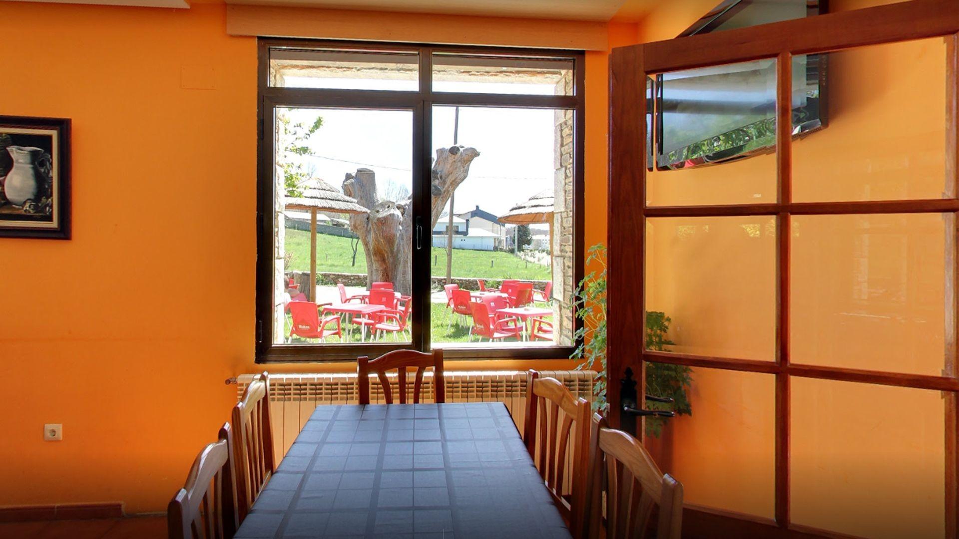 Restaurante con amplios salones en El Puente de Sanabria, Zamora