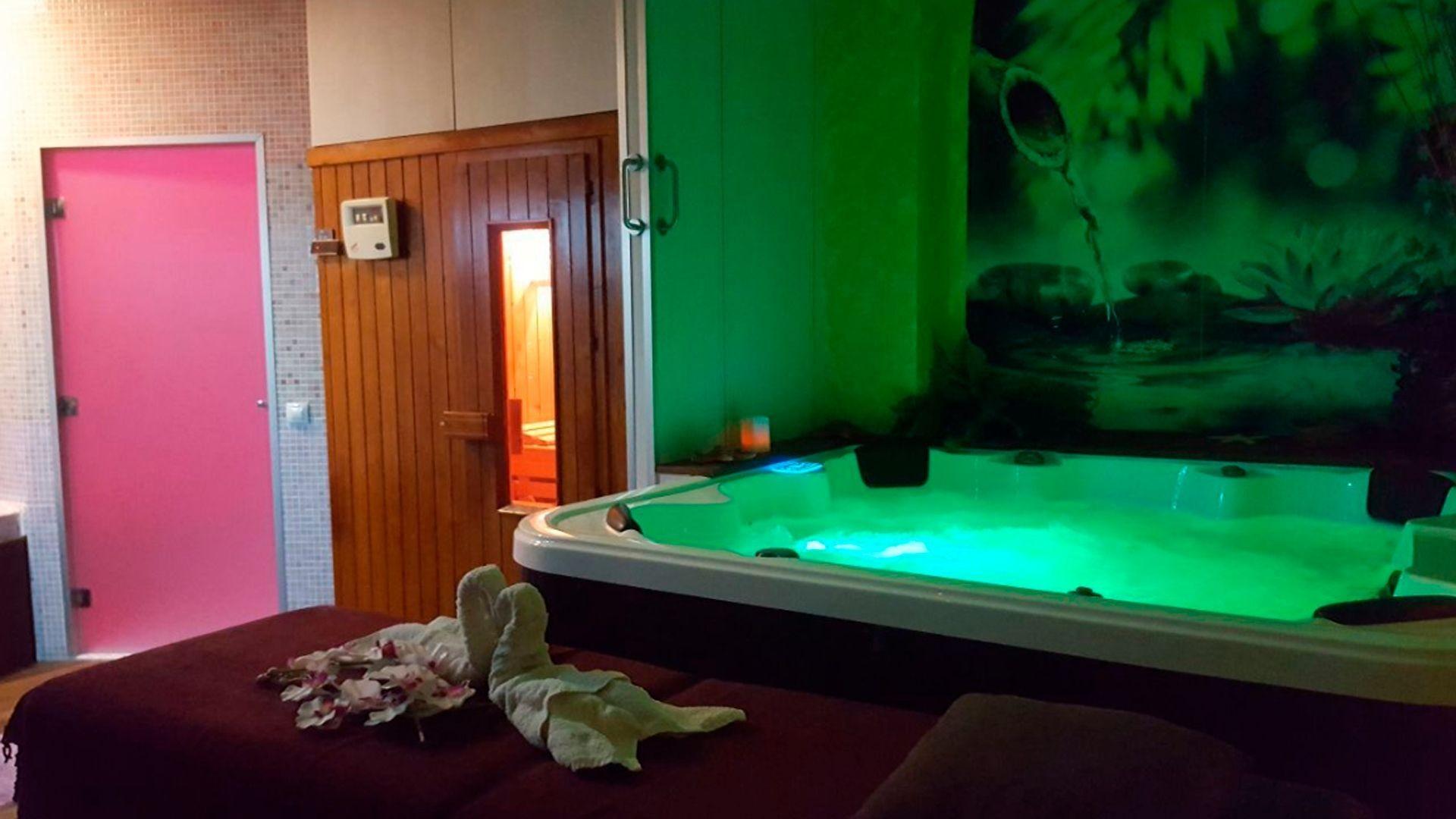 Centro de belleza con sauna y jacuzzi