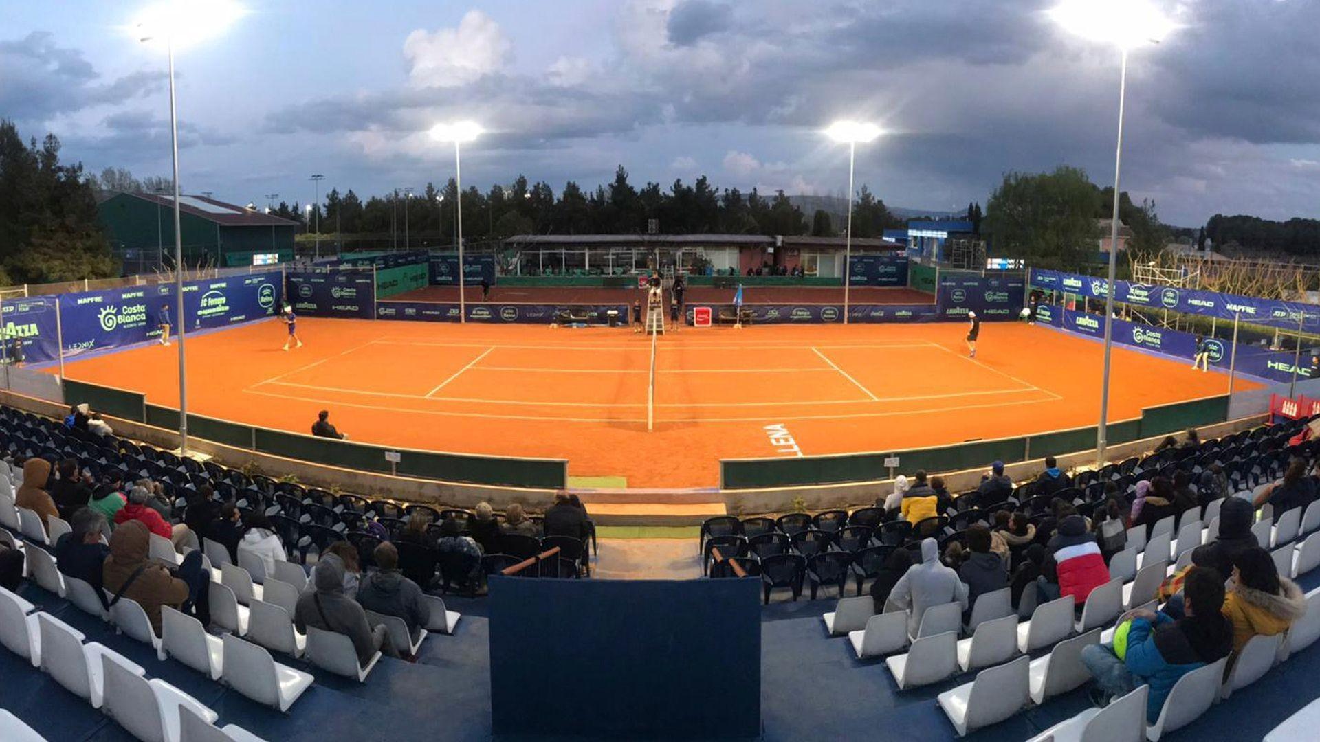 Clases de tenis para adultos en Villena