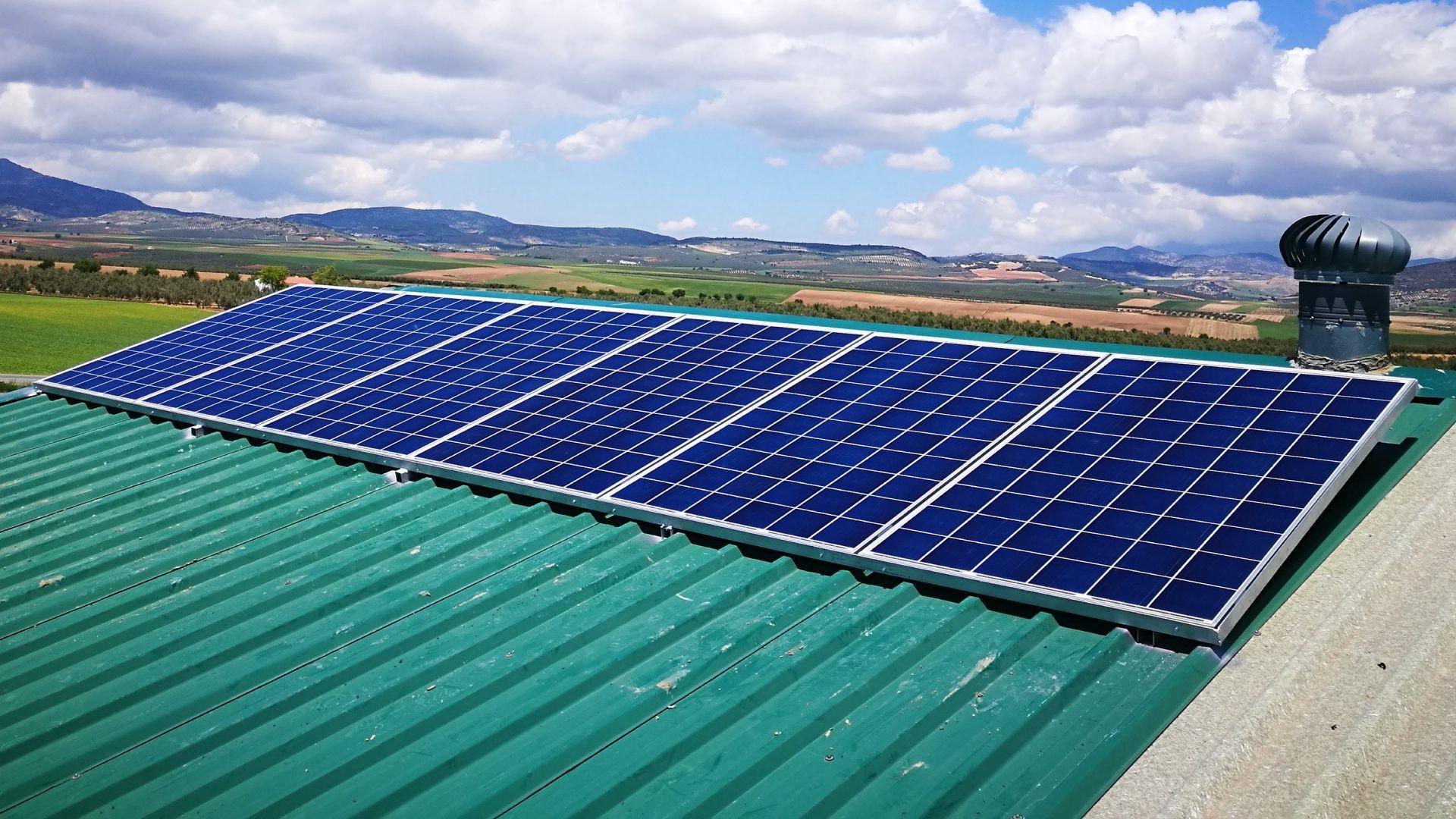 Instalación de placas solares para sitios aislados en Jaén