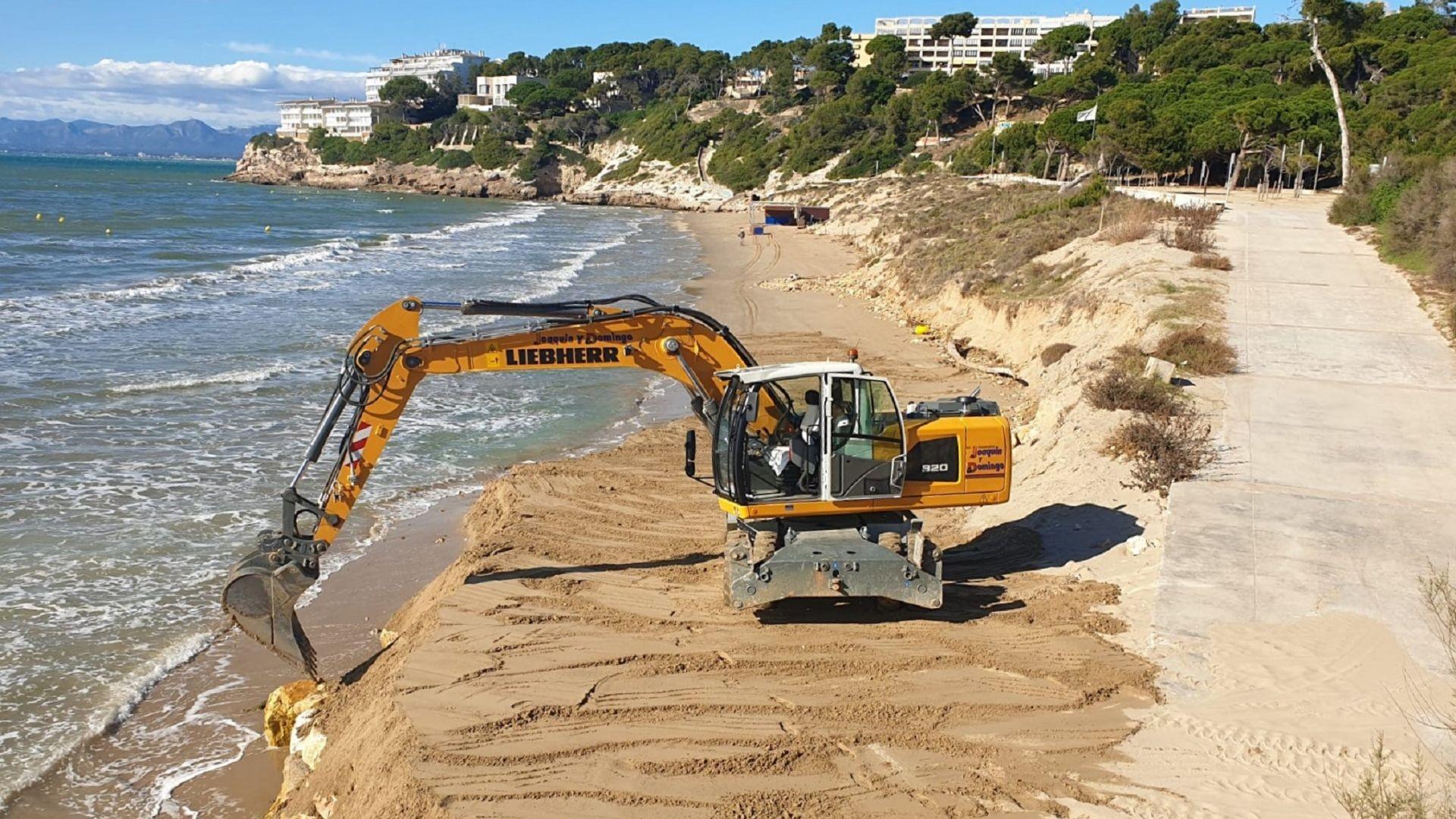 EXCAVADORA limpieza playa (1) - copia