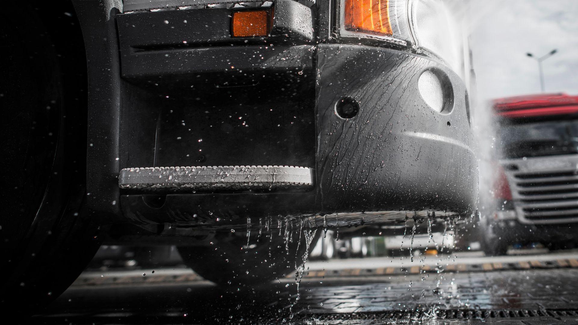 Lavado de camiones en Huesca