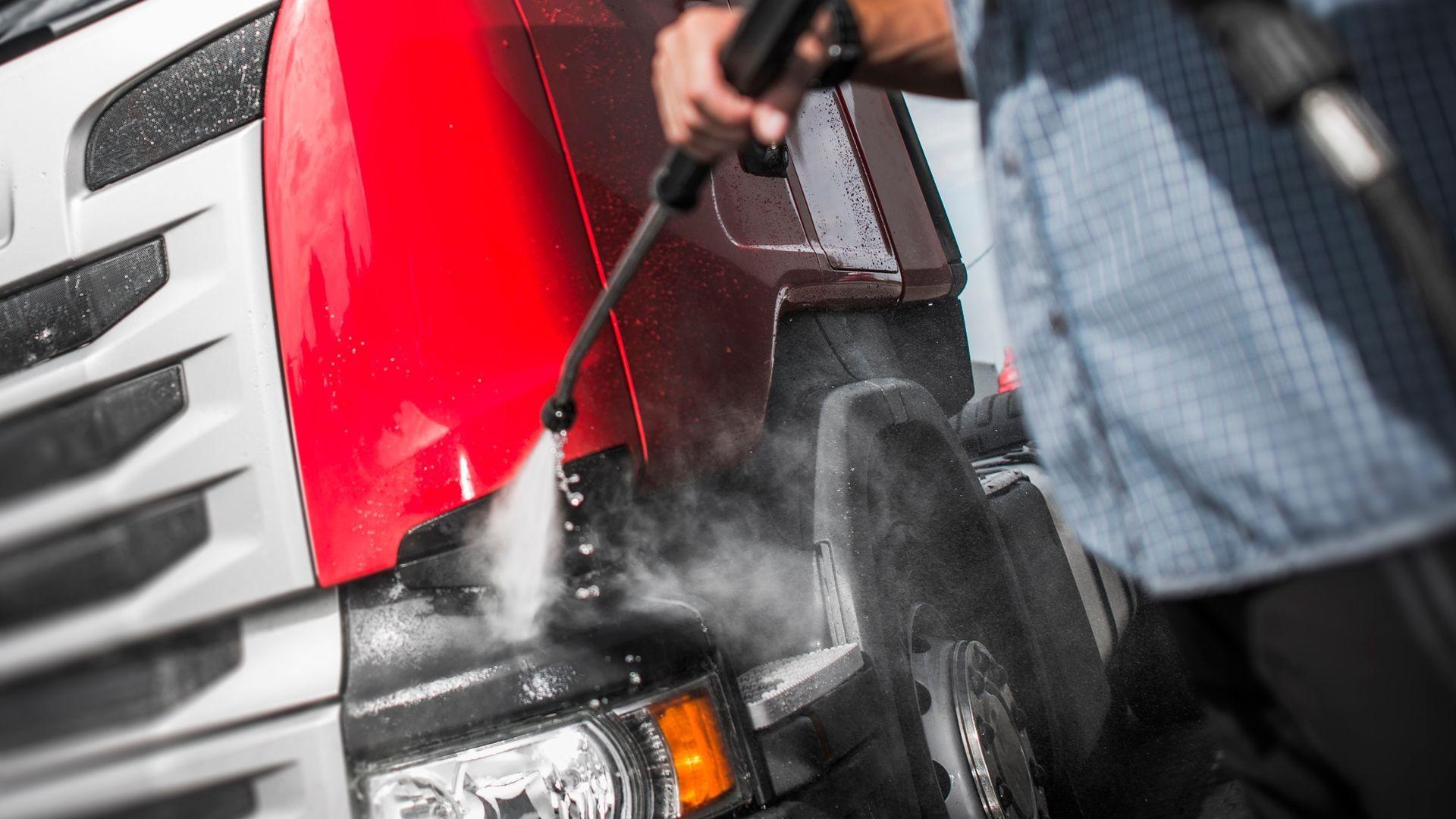 Limpieza profesional de camiones en Huesca