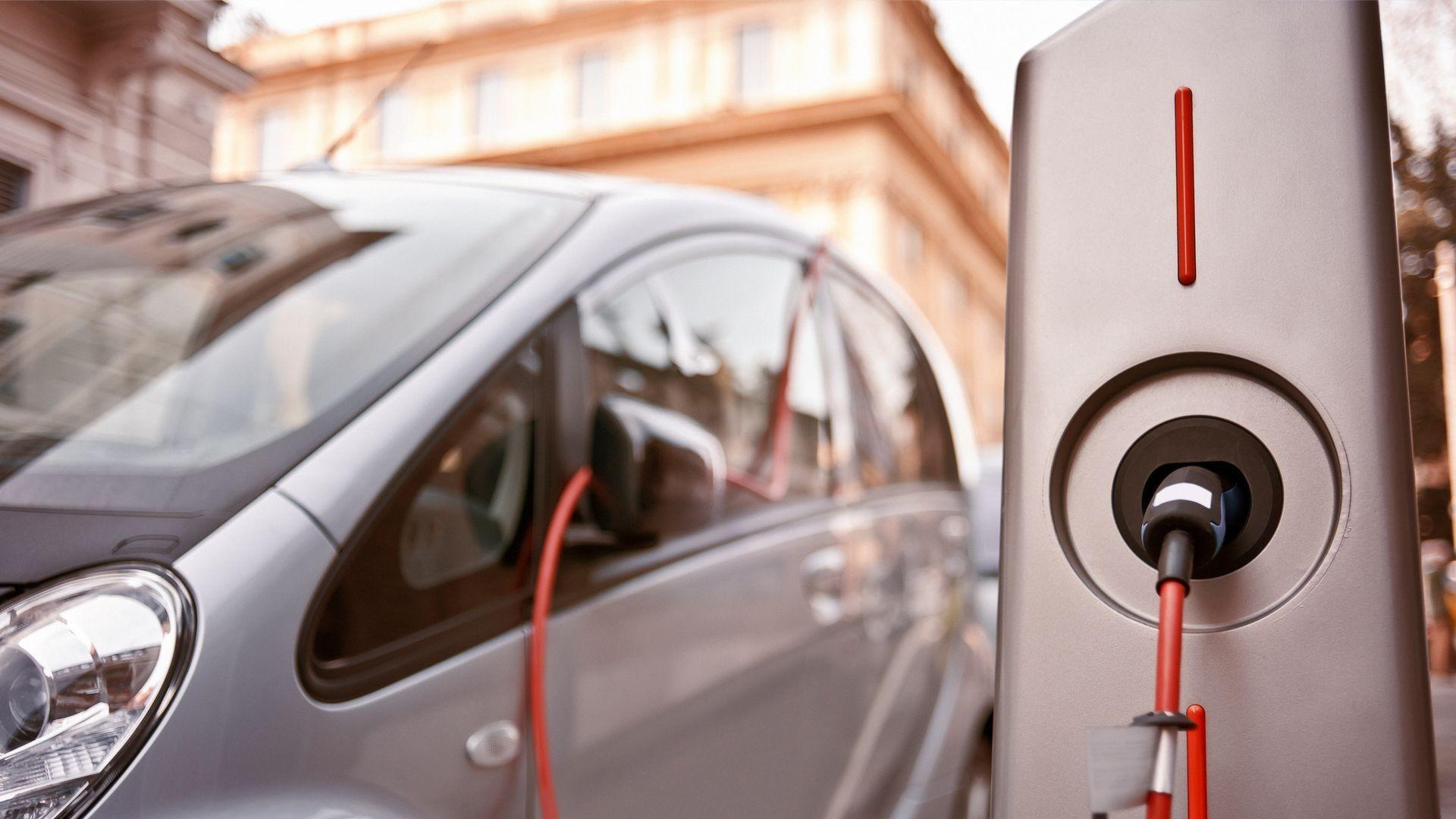 Venta e instalación de puntos de recarga para vehículos eléctricos en Sevilla