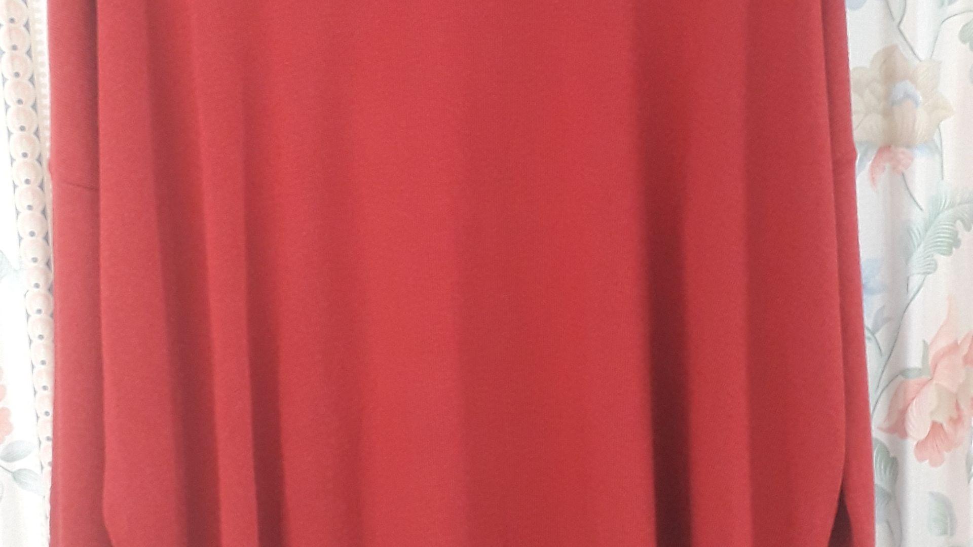 jersey overside rojo con cuello vuelto hueco....cómodo y super favorecedor......