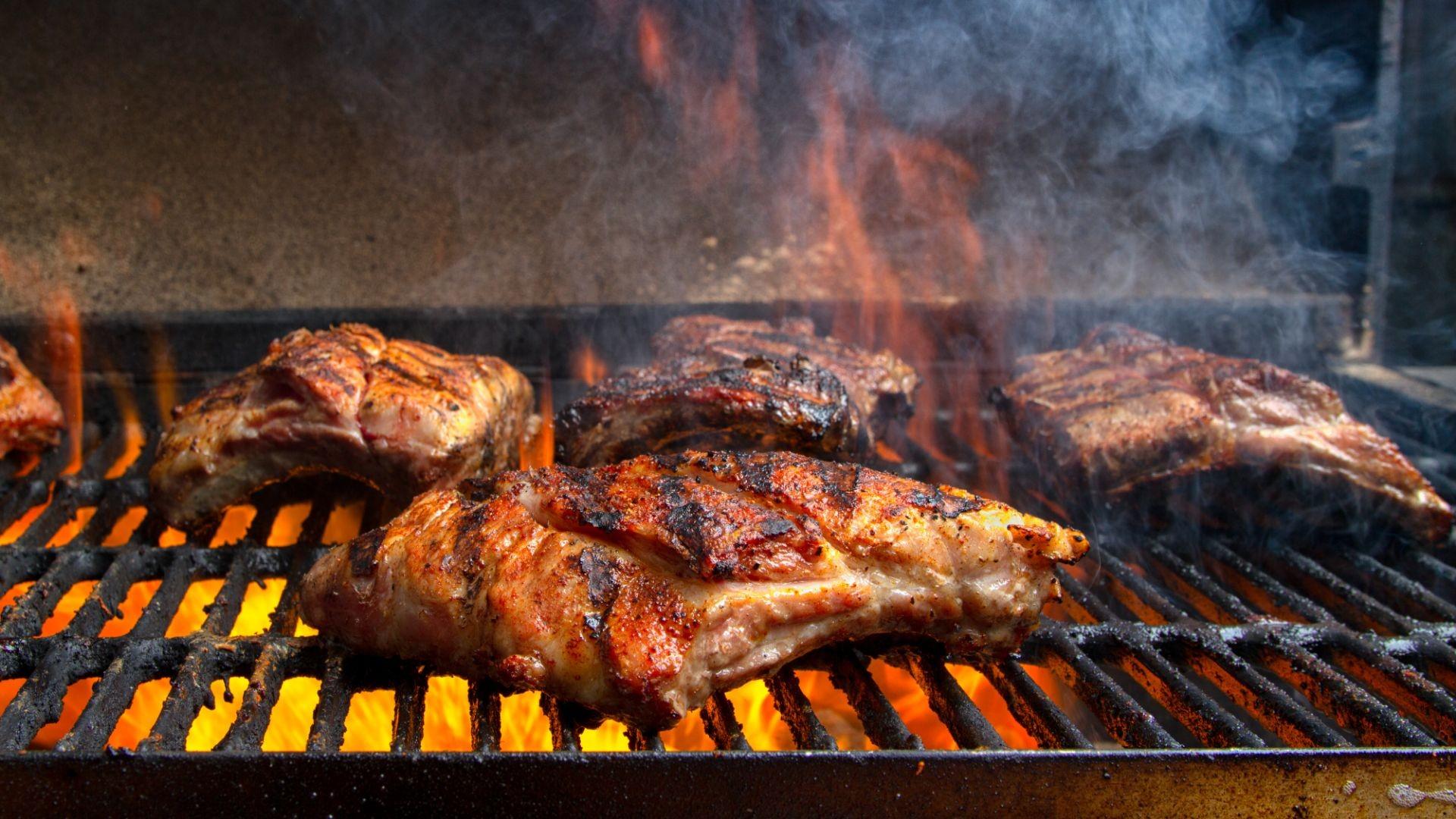 Gran variedad de carnes a la brasa de leña en Teruel