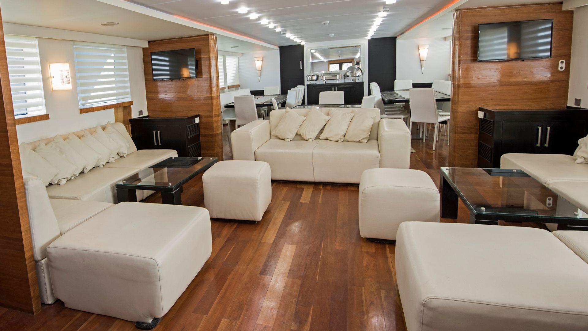 Especialista en limpieza de tapicería de barcos en Marbella