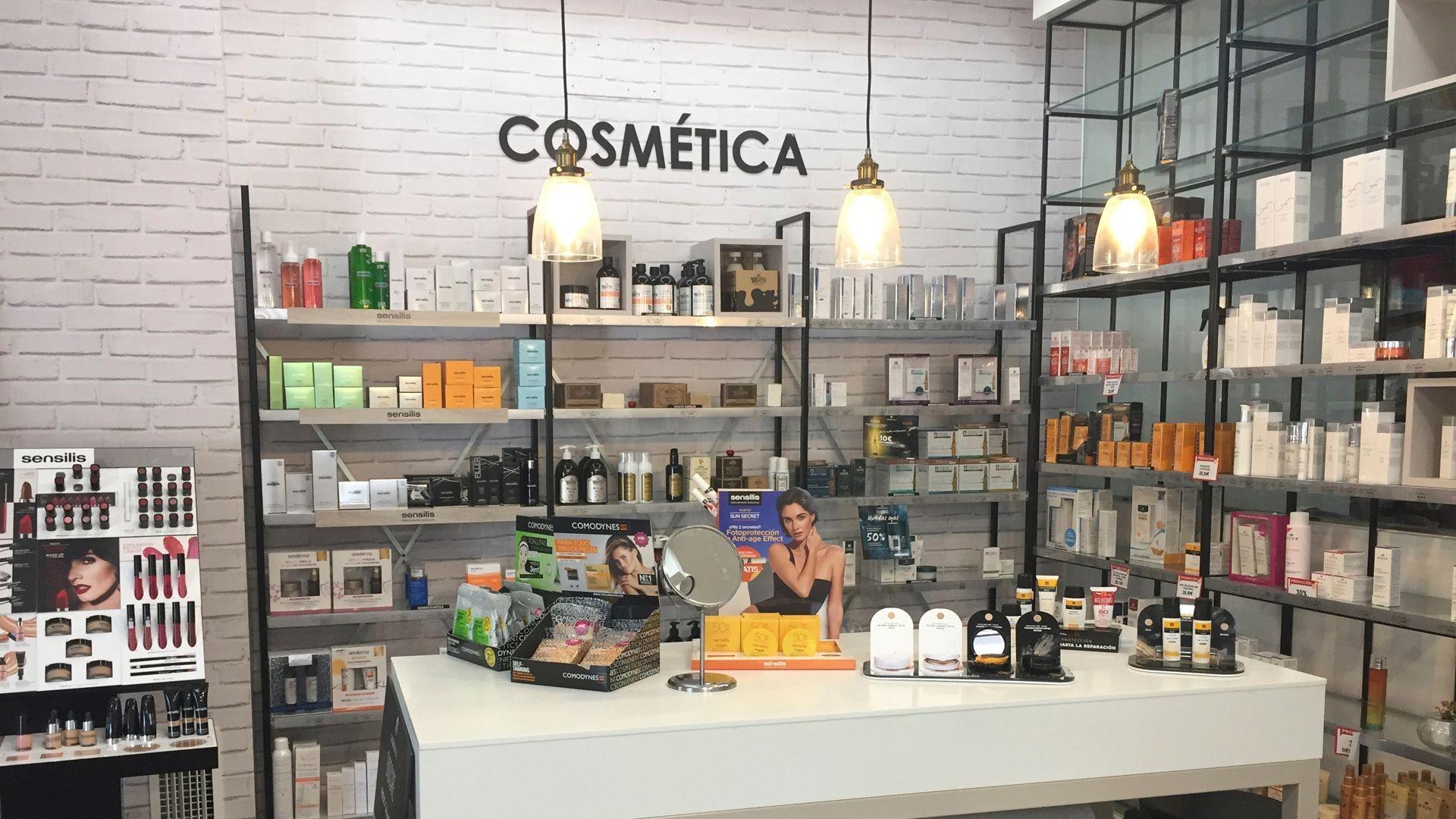 Farmacia con productos de cosmética en Ciudad Real