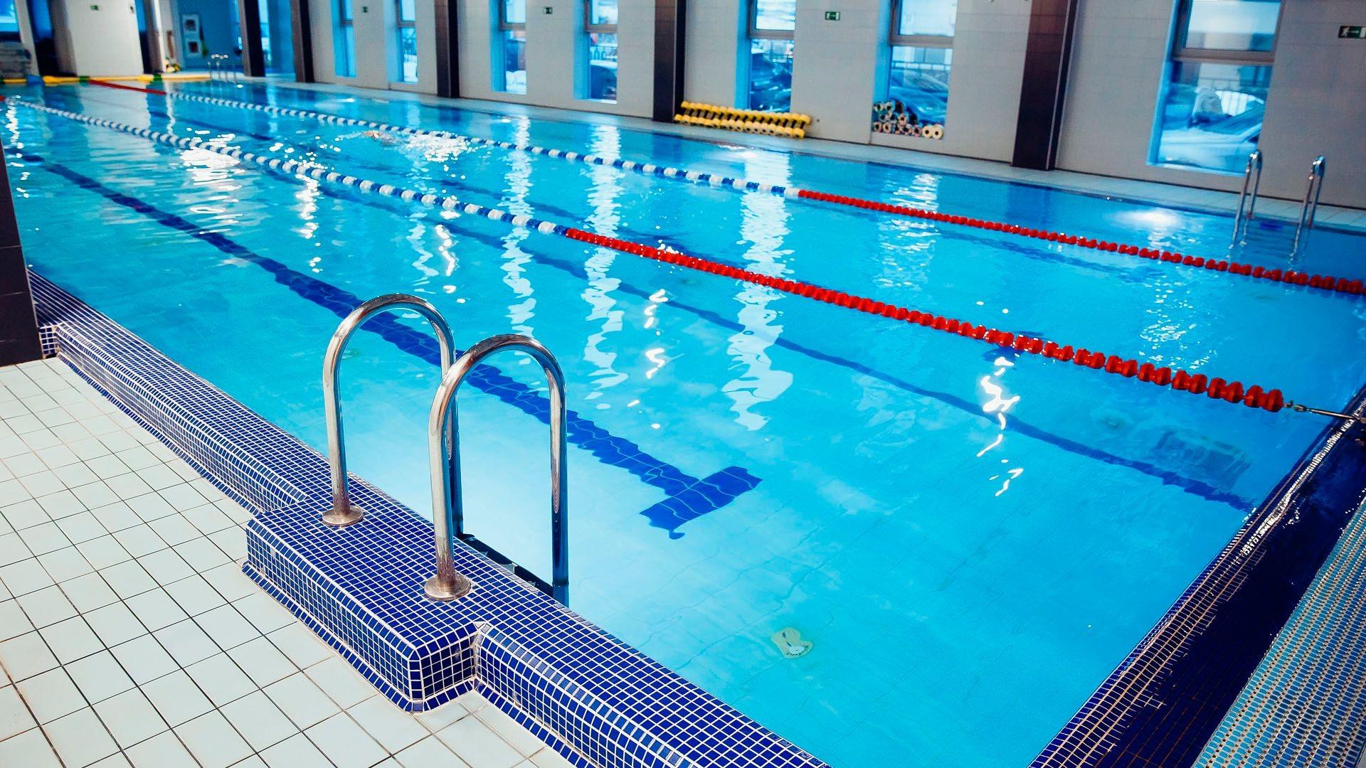 Gimnasio con piscina en Coruña