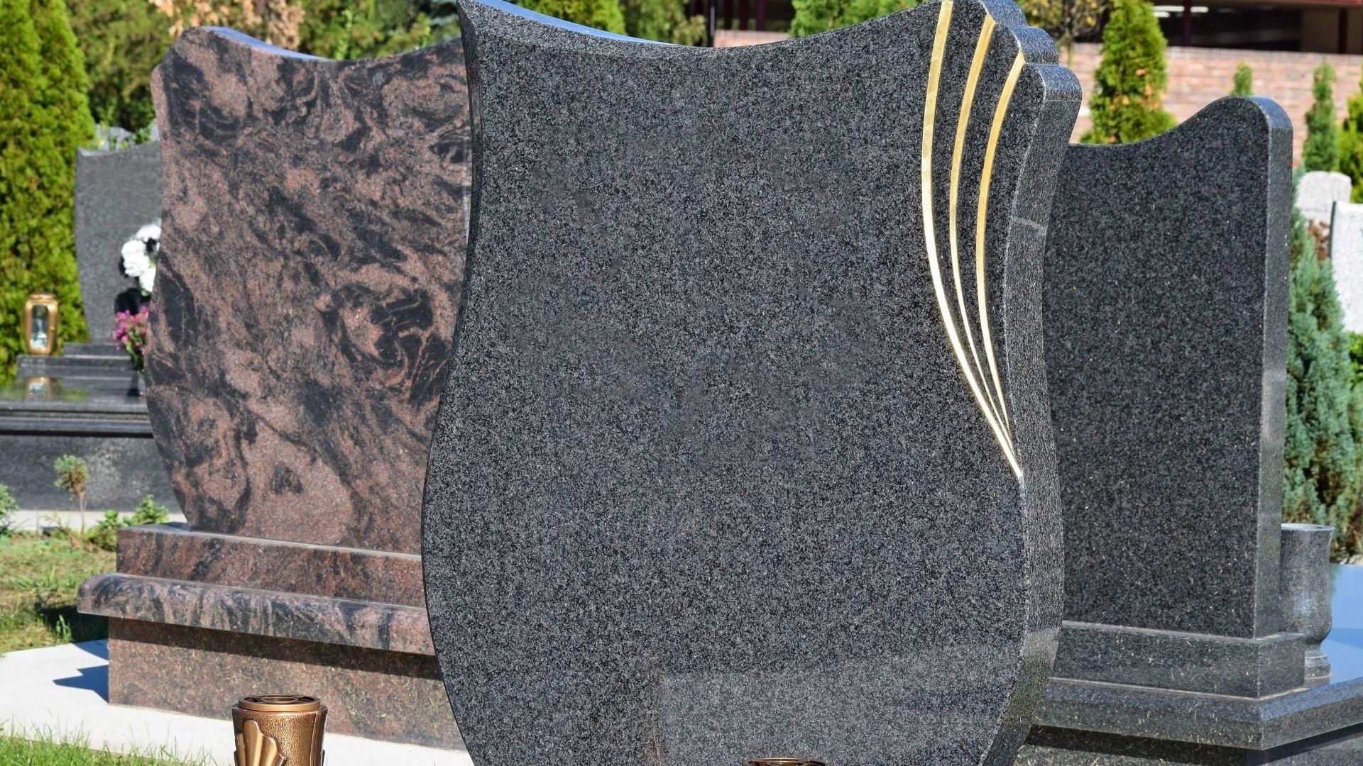 Arte funerario en mármol y granito en Almería