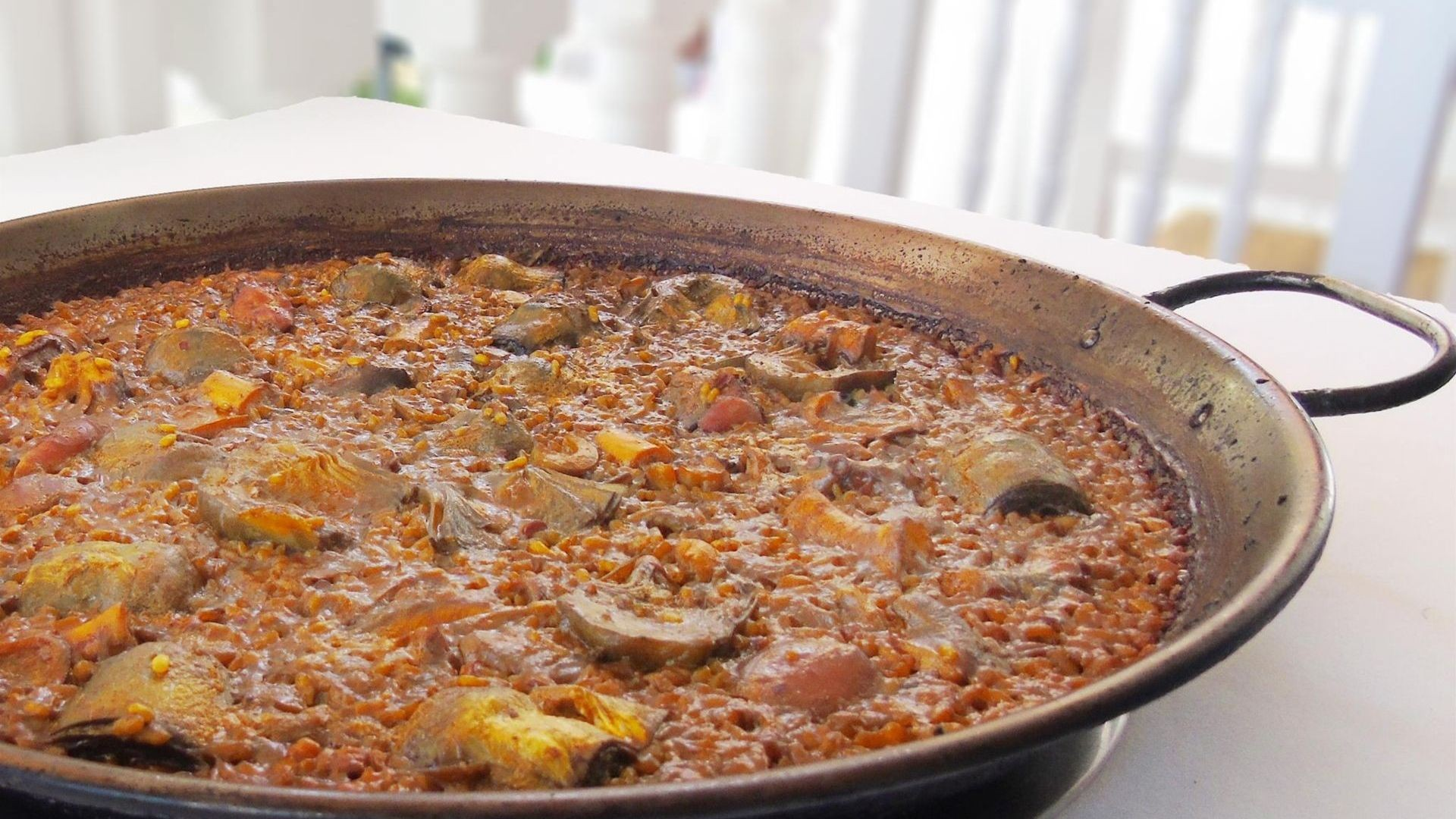 La especialidad: paella de pulpo con alcachofas