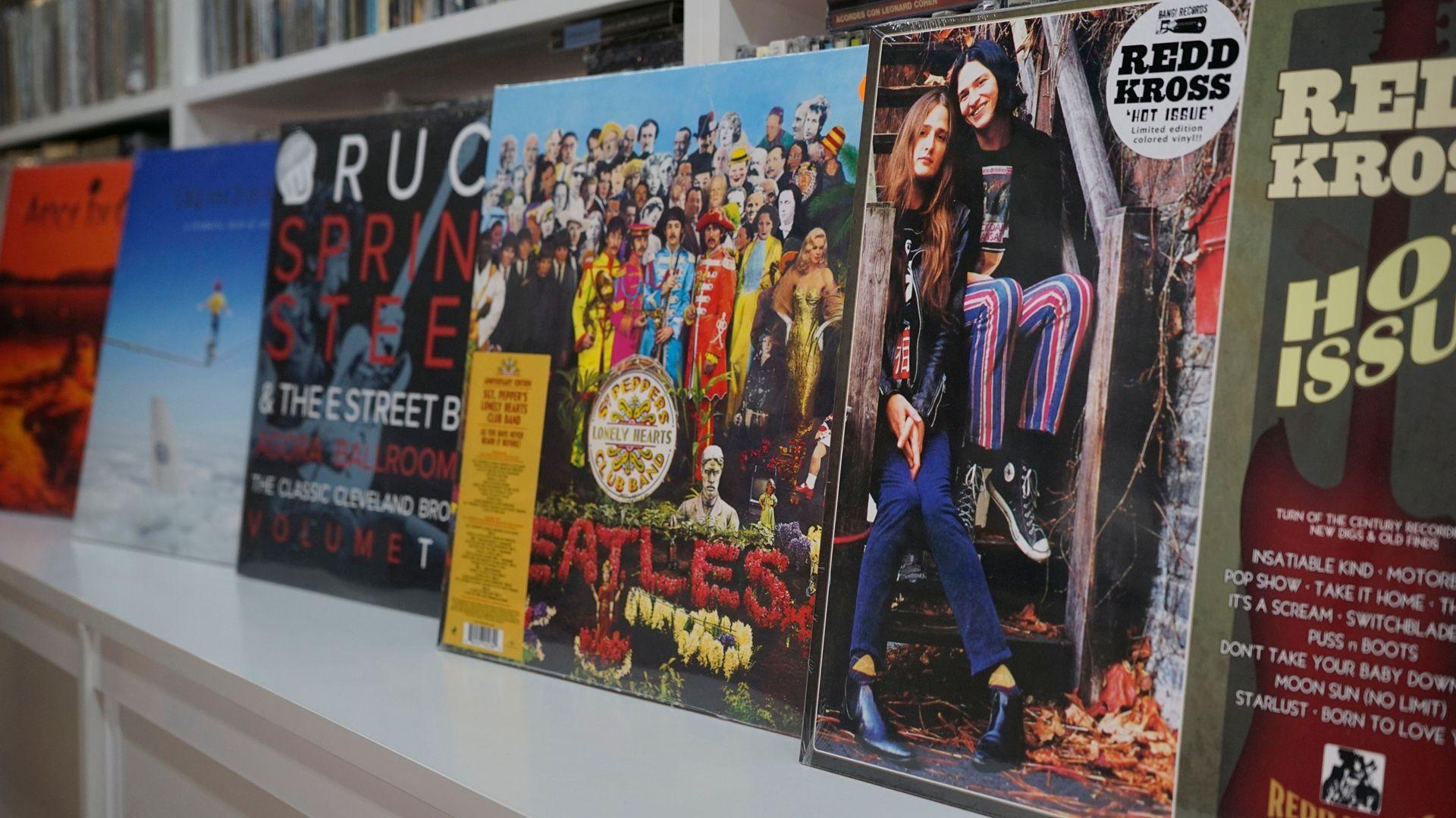 Venta de vinilos, CD, LP, DVD, camisetas o complementos