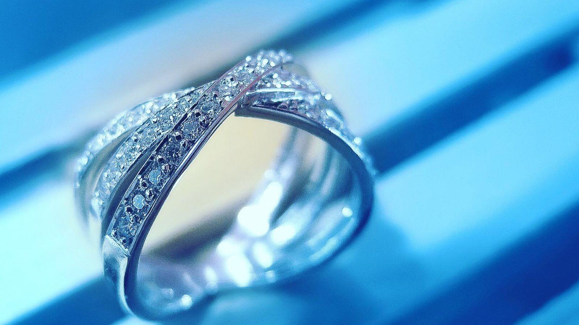 Anillos de compromiso y alianzas de boda