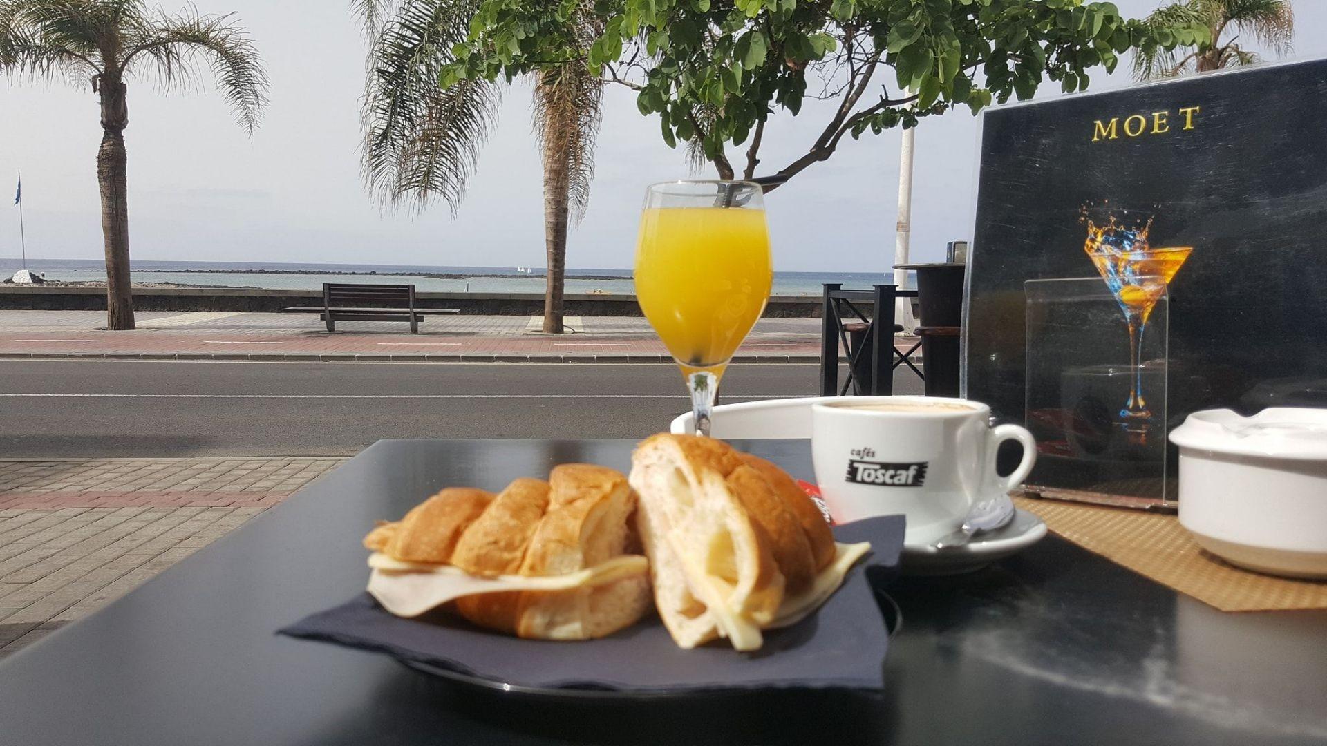 Desayunos frente a la playa de Arrecife