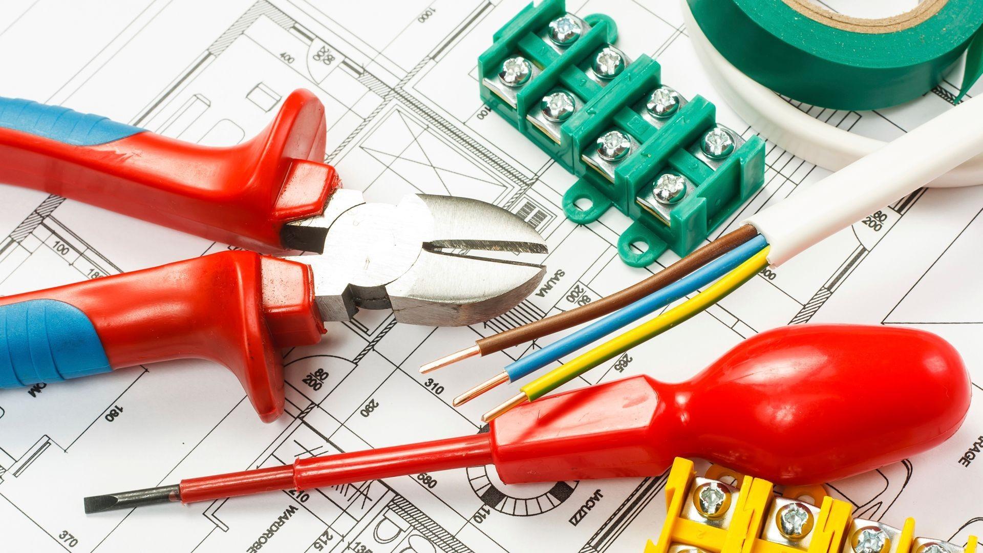 Instalación, reparación y mantenimiento de instalaciones eléctricas en Pineda de Mar