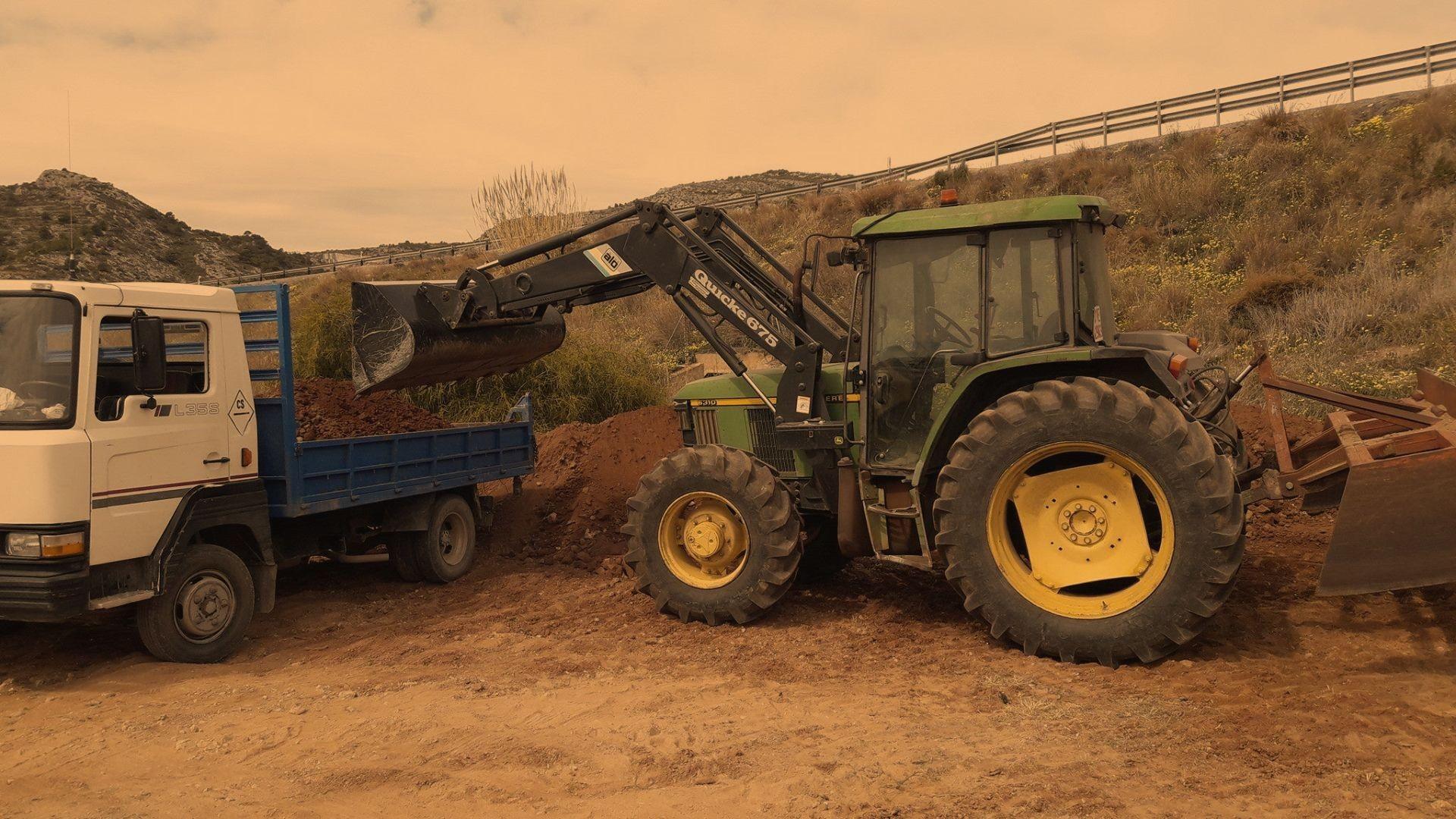 Tractores y Excavaciones Mores