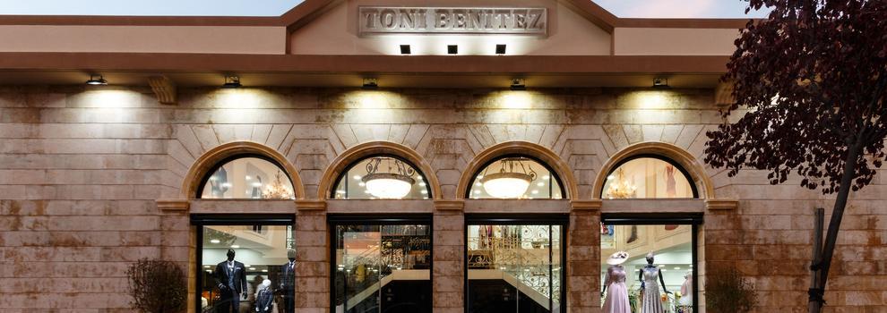 Trajes de novio y madrina en Fuenlabrada | Toni Benitez - Novios y Madrinas