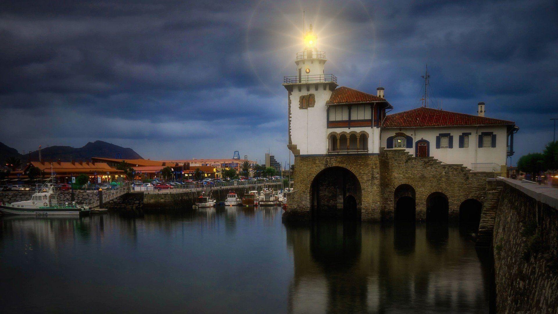 lighthouse-3808275_1920