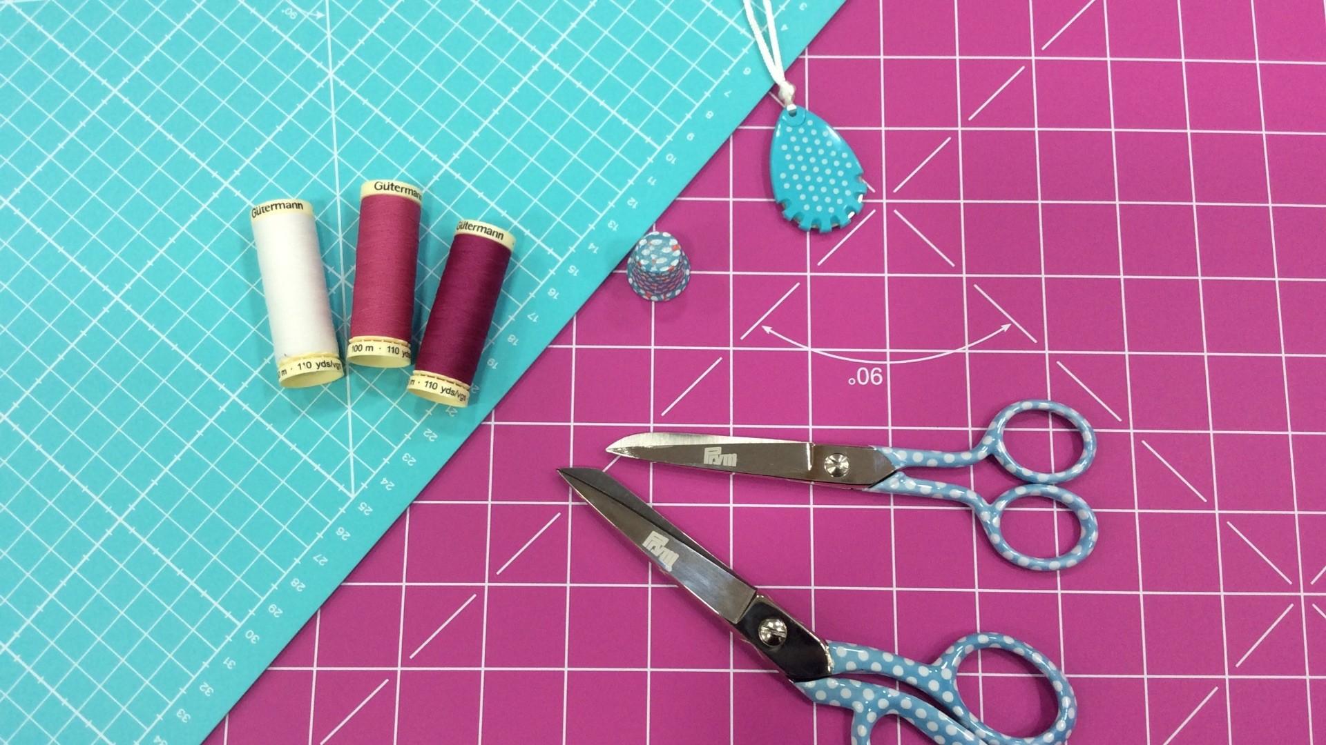 merceria el torcal - foto publicacion tabla de corte y tijeras rosa y azul 1
