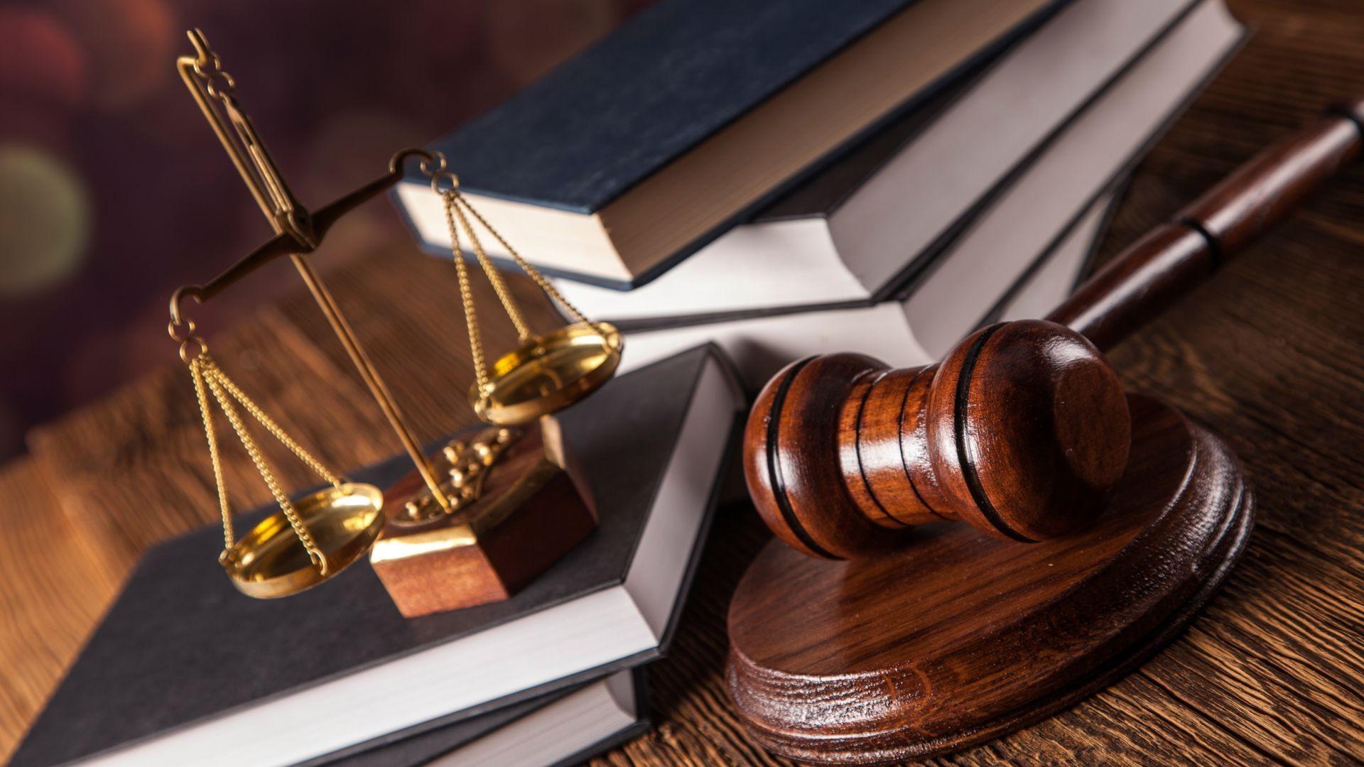 000 abogados justicia derecho mazo balanza