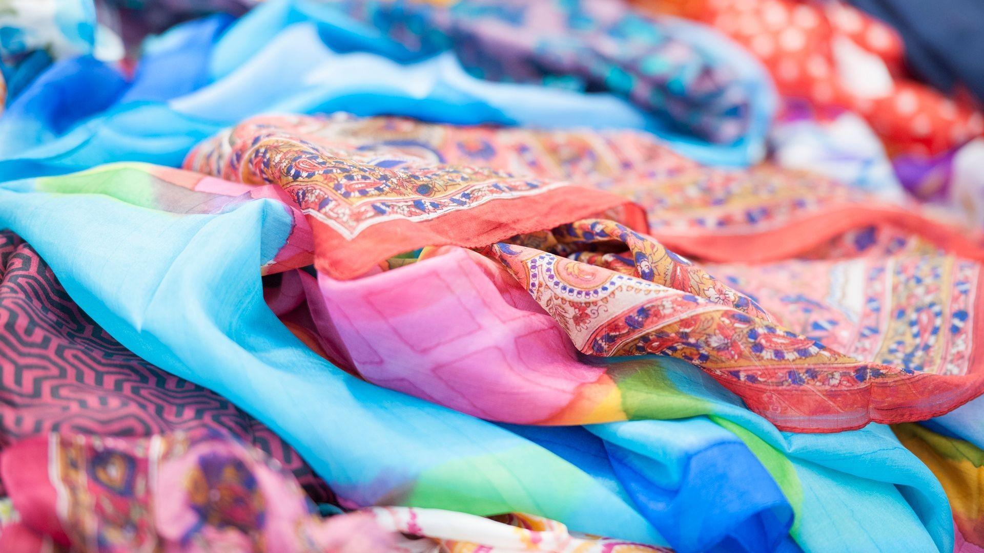 Pañuelos de seda pintados en Lavapiés