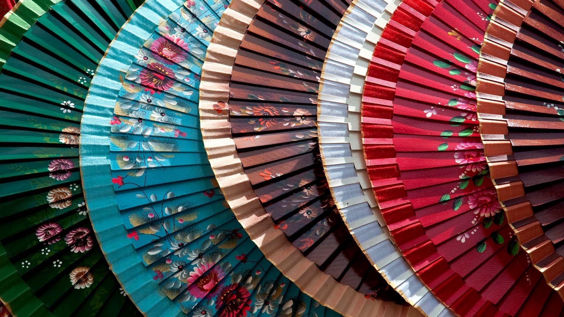 Abanicos pintados a mano originales en Lavapiés
