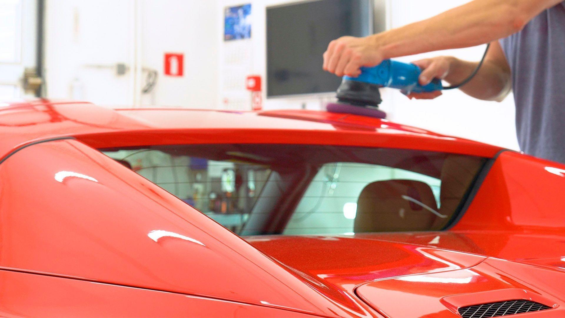 000_taller_coches_chapa_y_pintura_vehículo__pulir