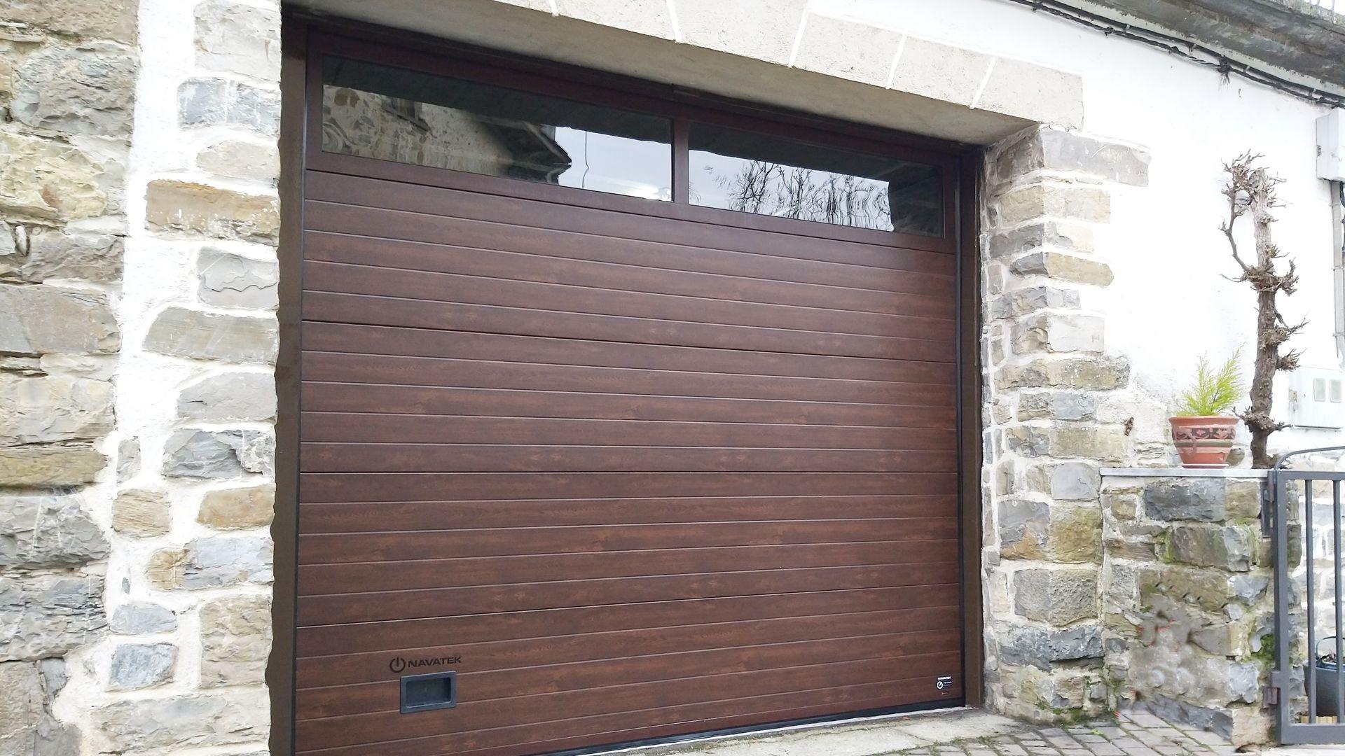 Puerta automática de garaje em Pamplona