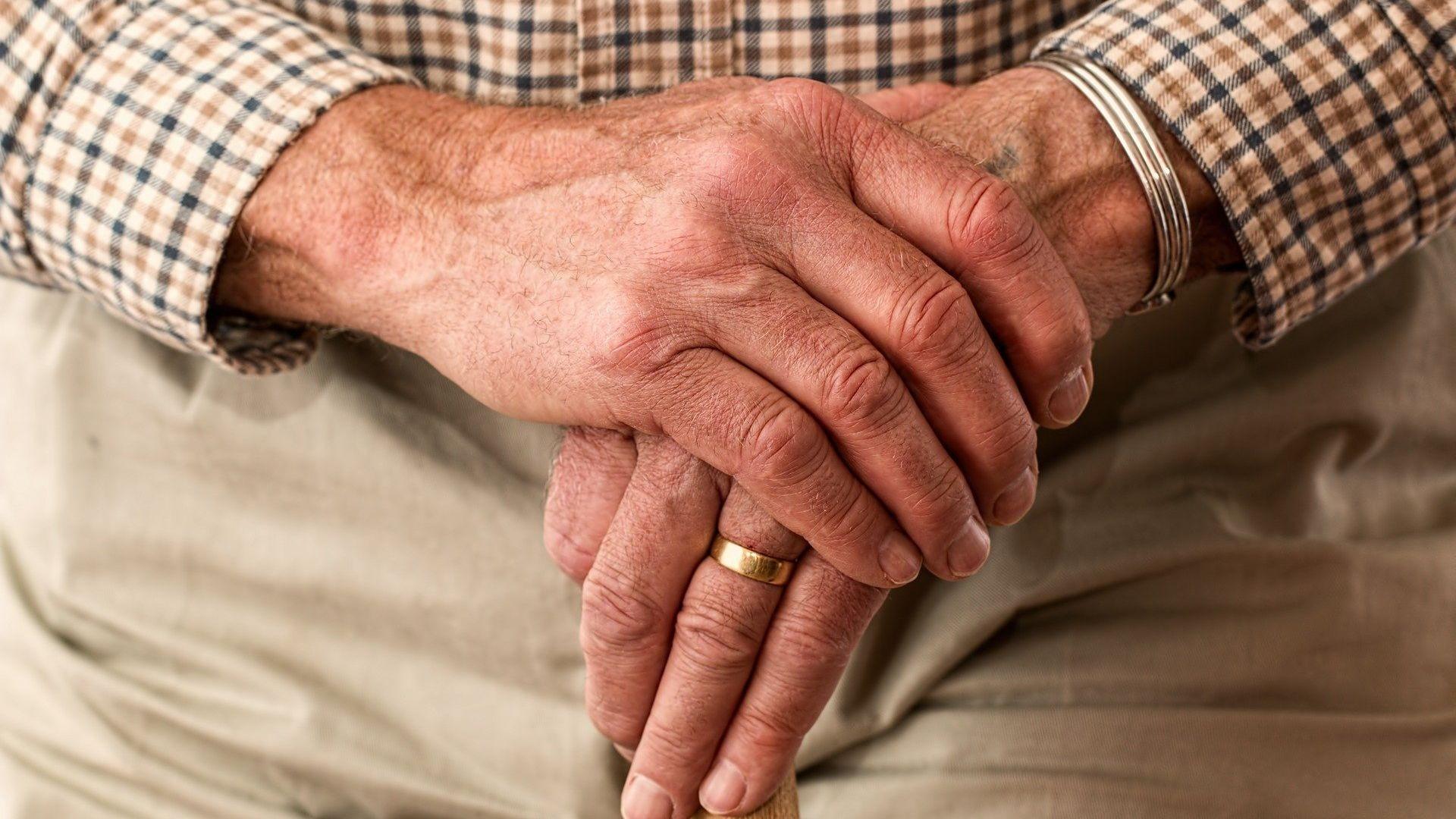 elderly-981400_1920