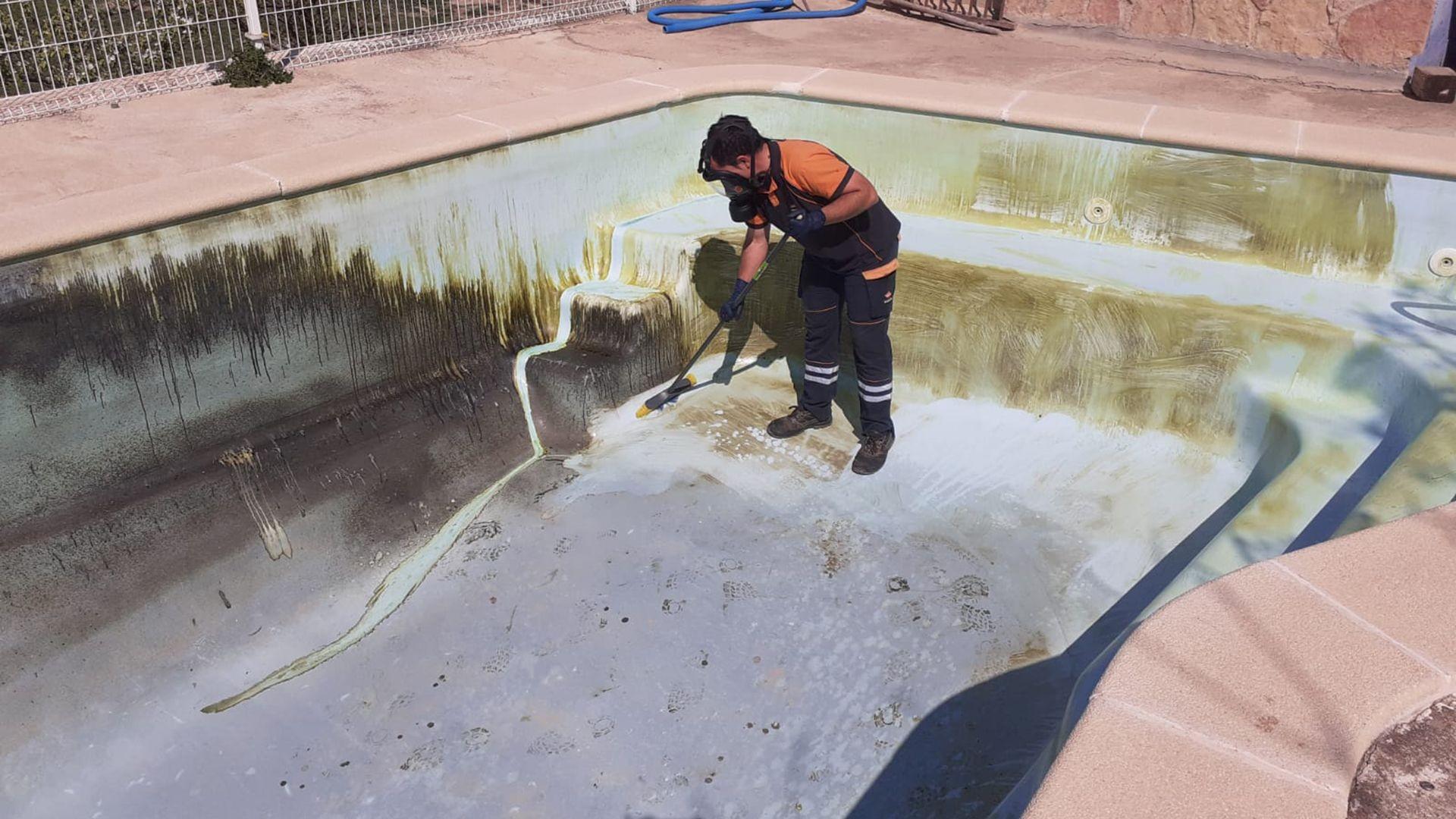 Limpieza de piscinas antes