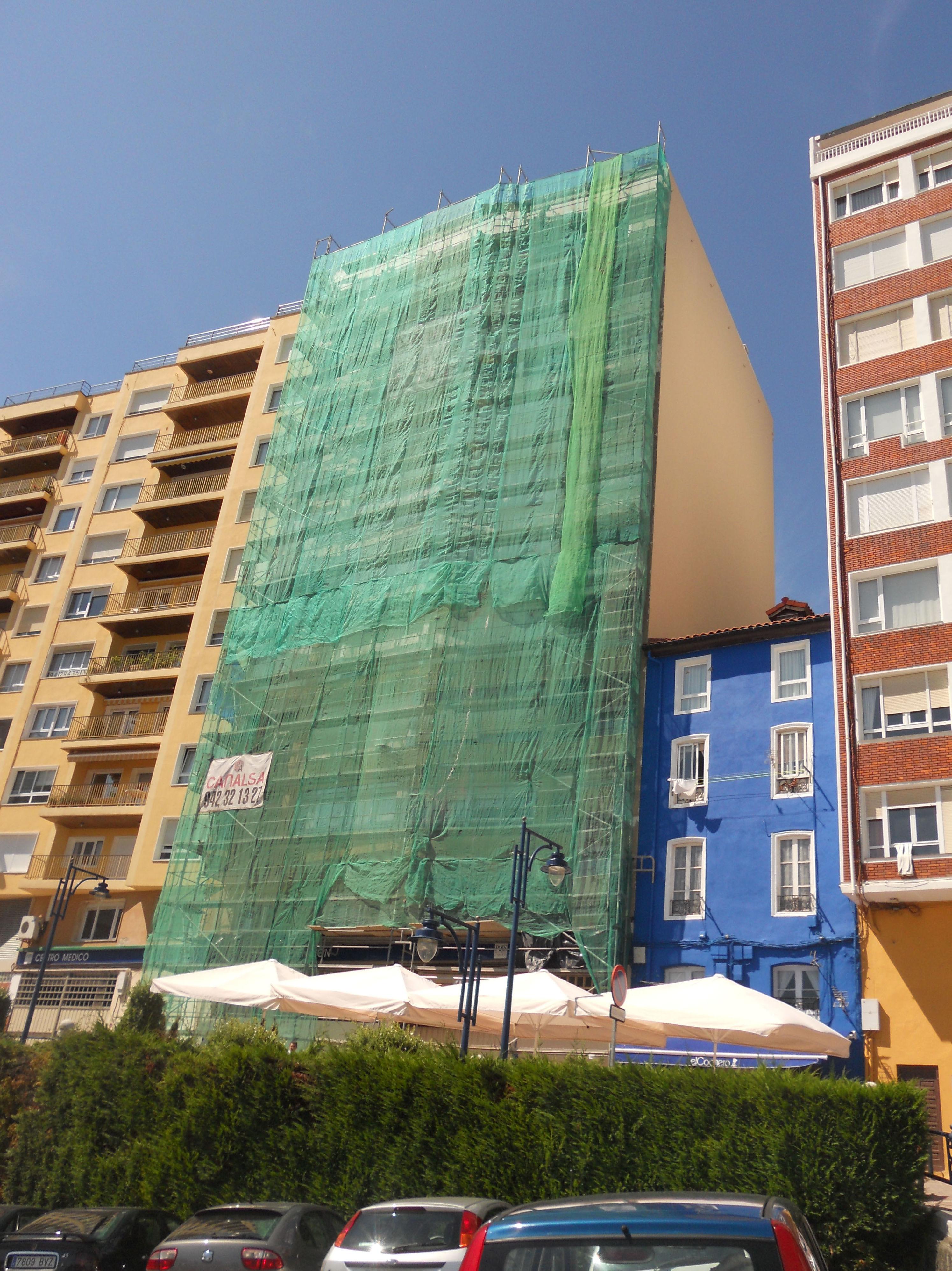 Rhabilitación con andamio modular en Santander.
