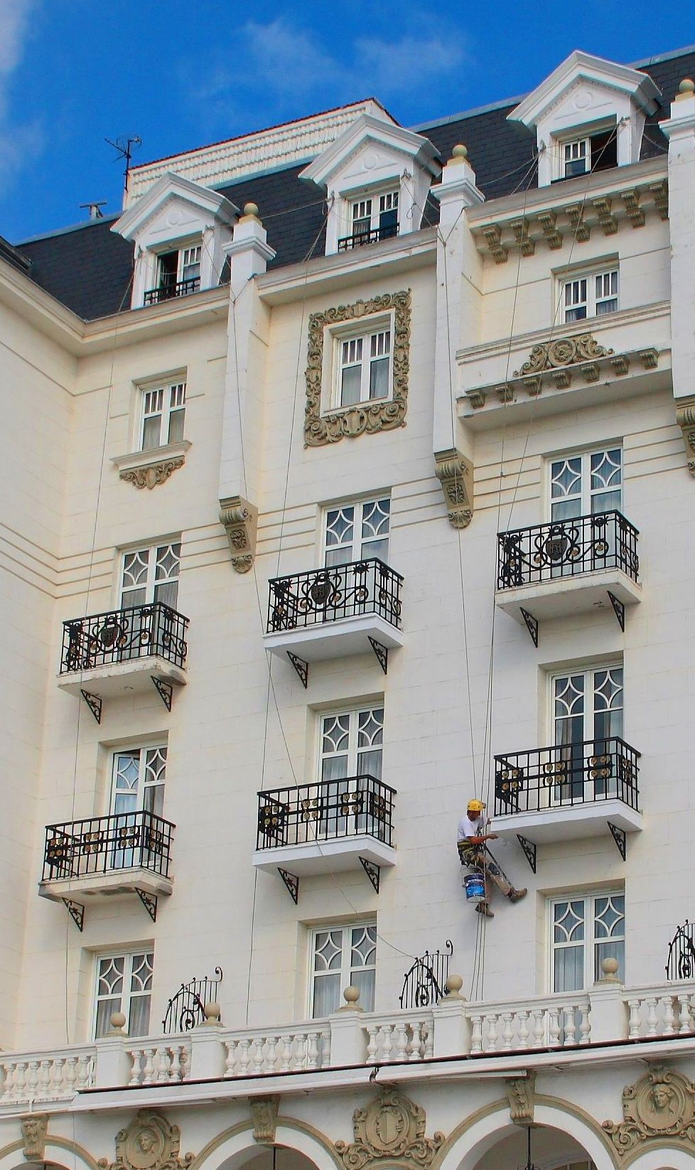 Trabajos de reabilitación de fachadas en el Hotel Real de Santander