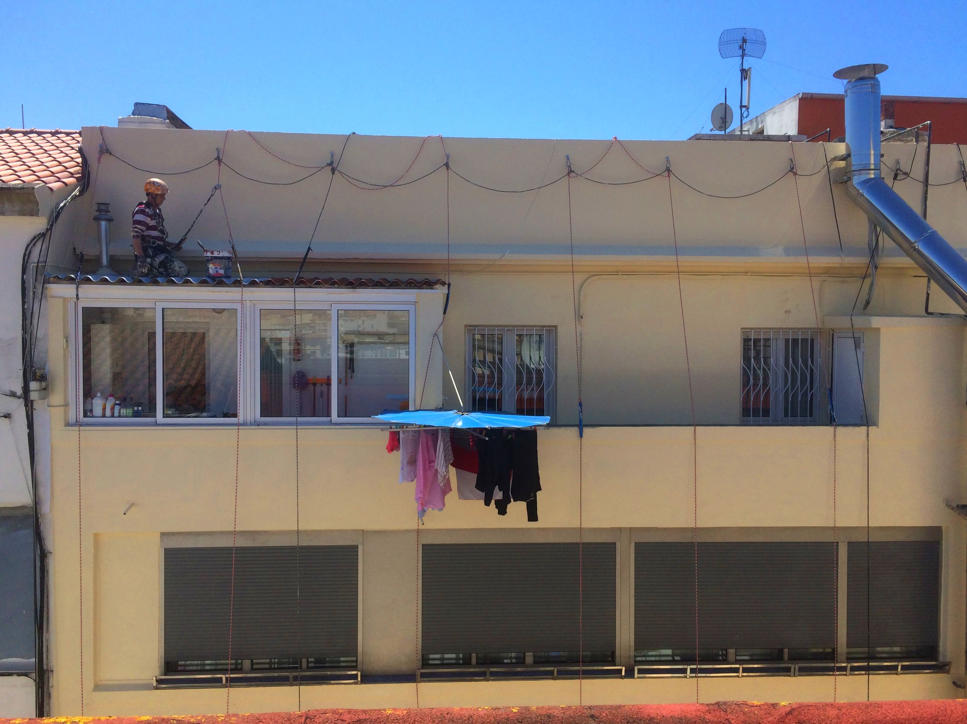 Trabajos verticales, reparación y pintura de fachada Santander-Torrelavega.