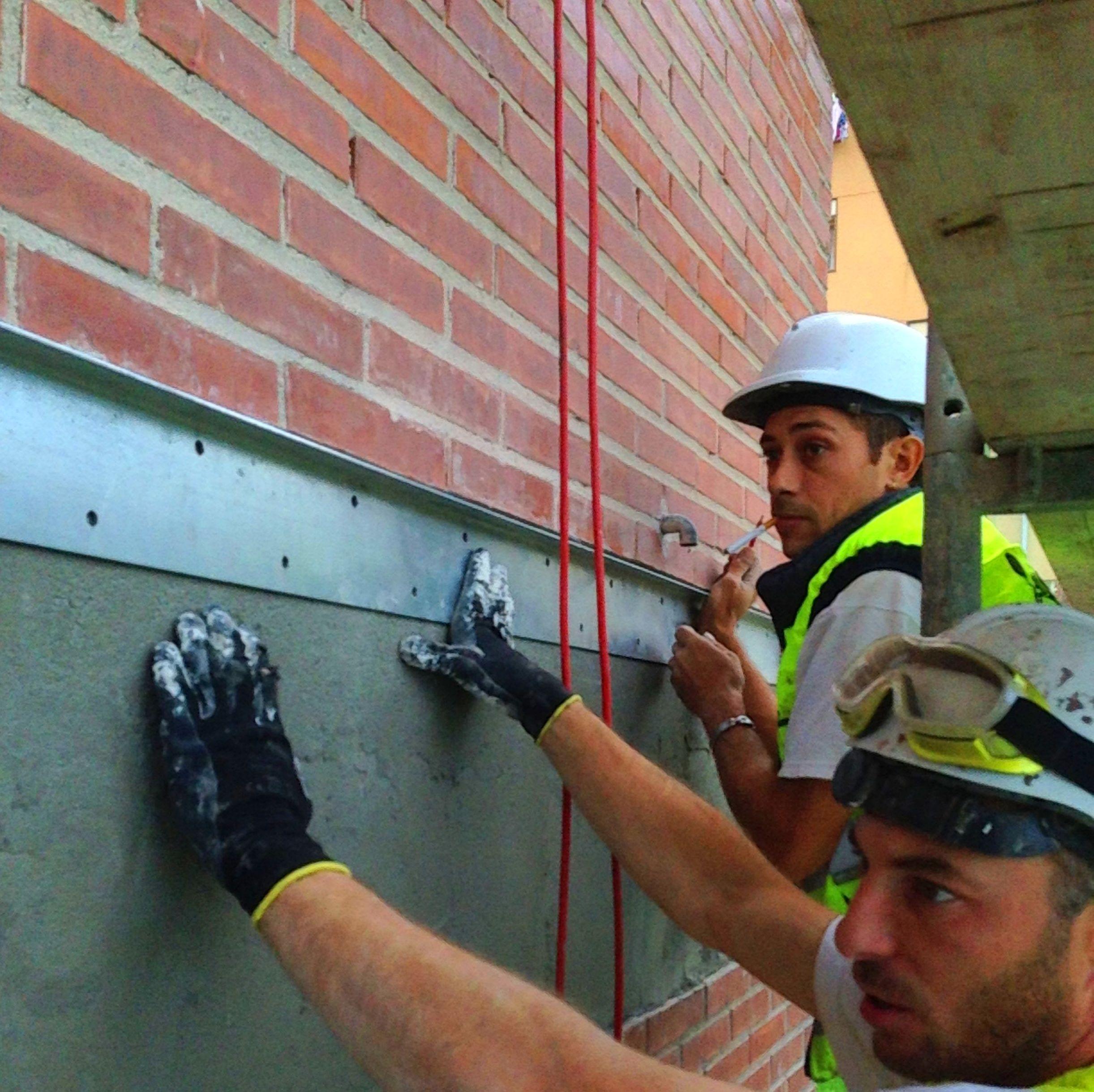 Colocación de angulos de refuerzo en fachadas Cantabria