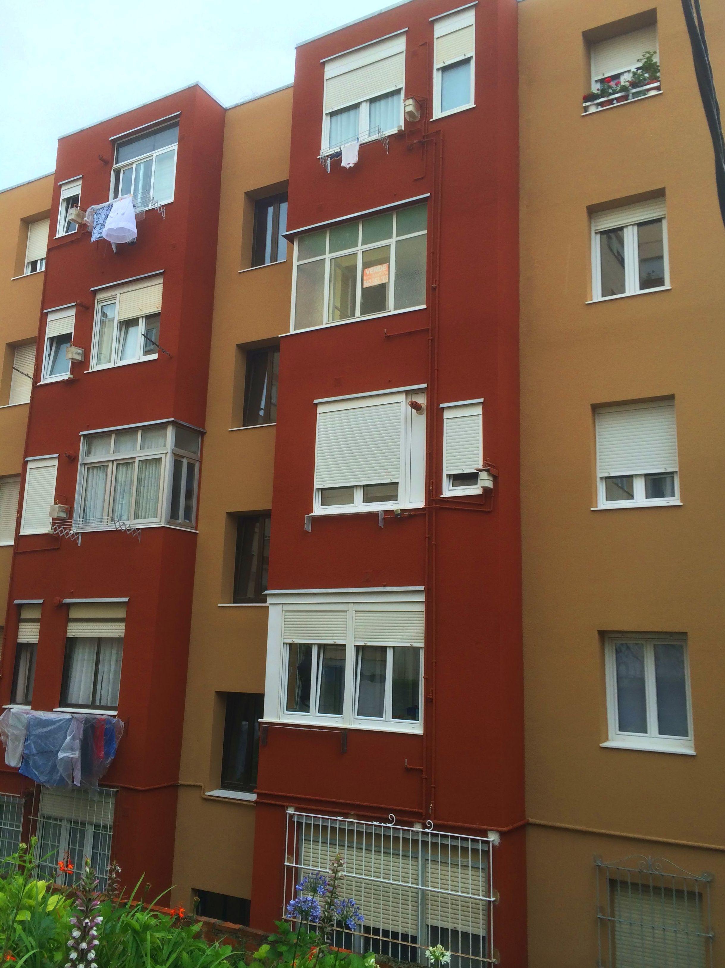 Rehabilitación de fachadas con aislamiento térmico en Torrelavega