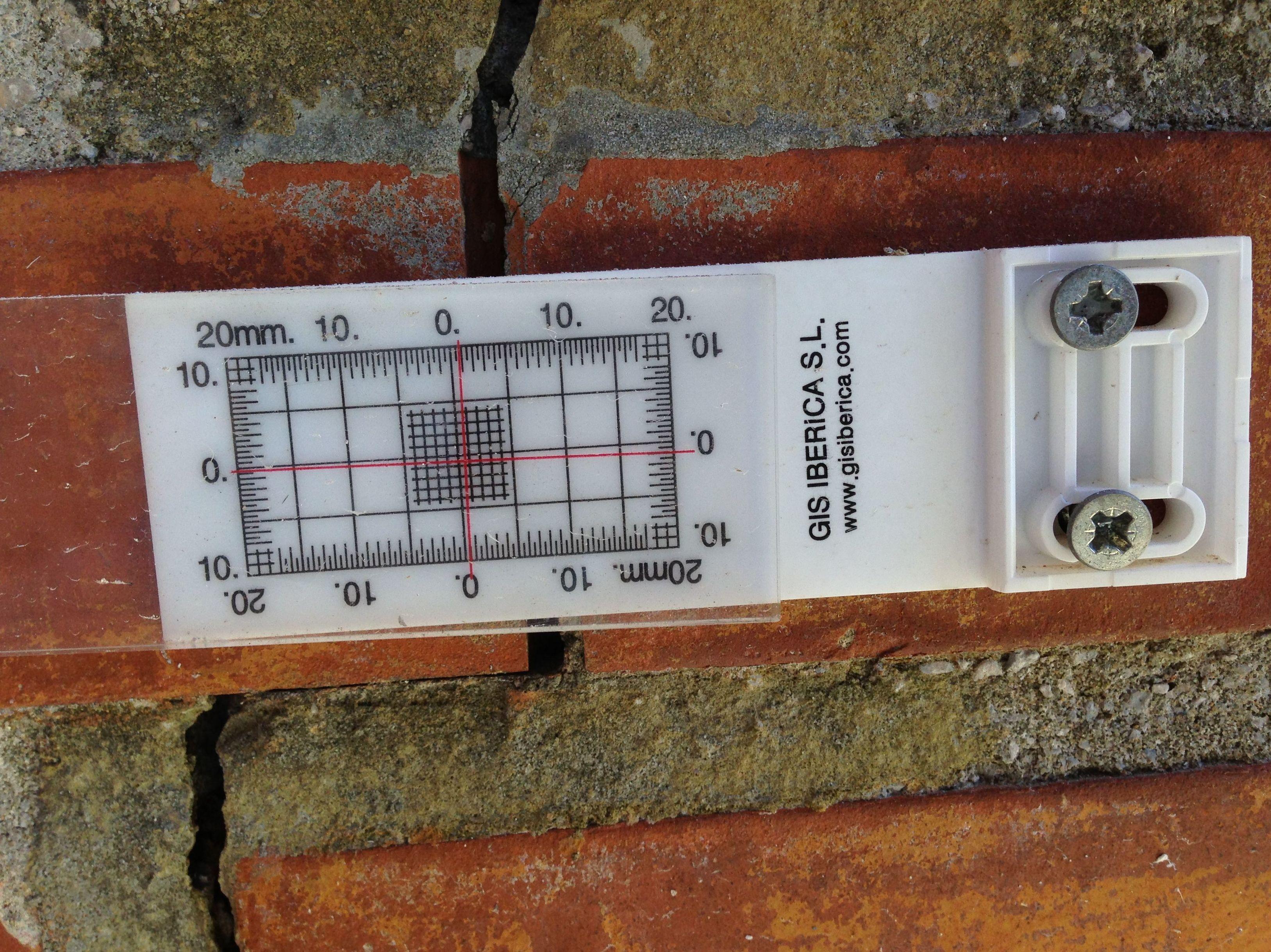 Control de grietas - colocación de fisurómetros