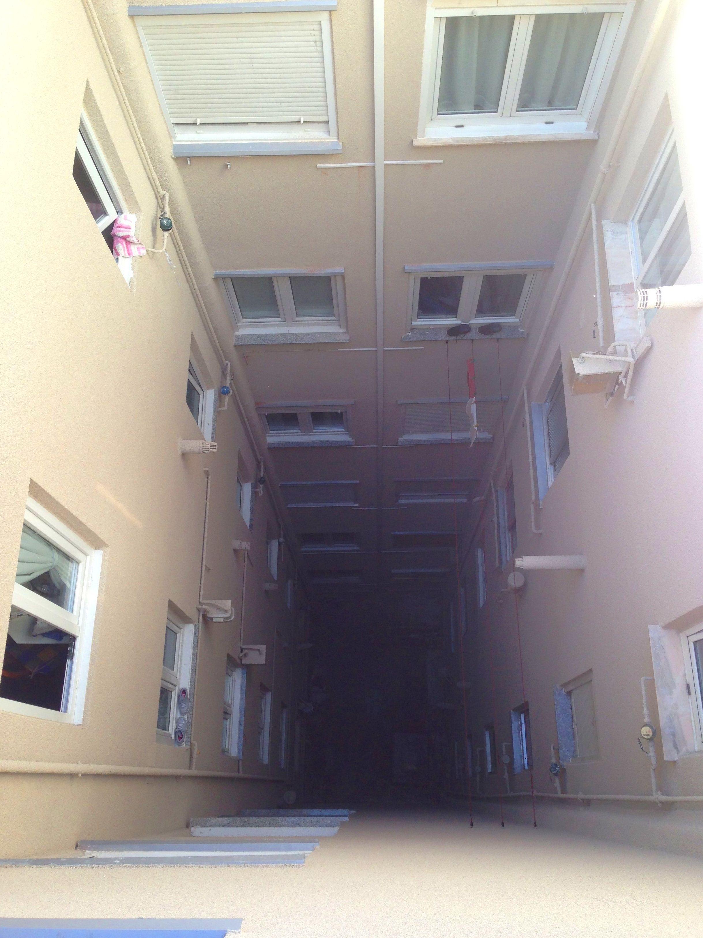 Rehabilitación integral de patio interior, retirada de uralíta.