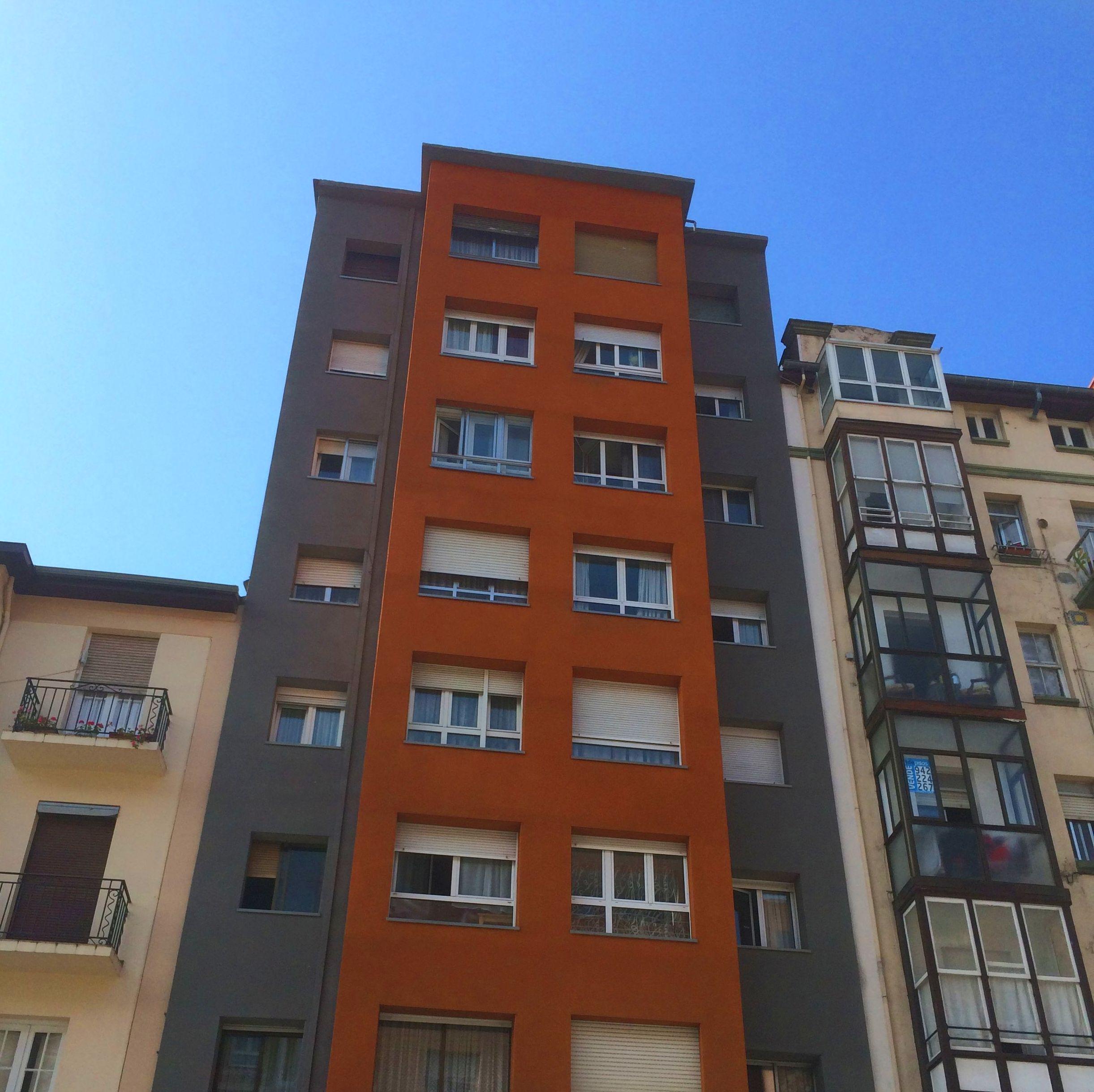 Aislamiento térmico por el exterior en comunidad de vecinos Santander-Torrelavega.