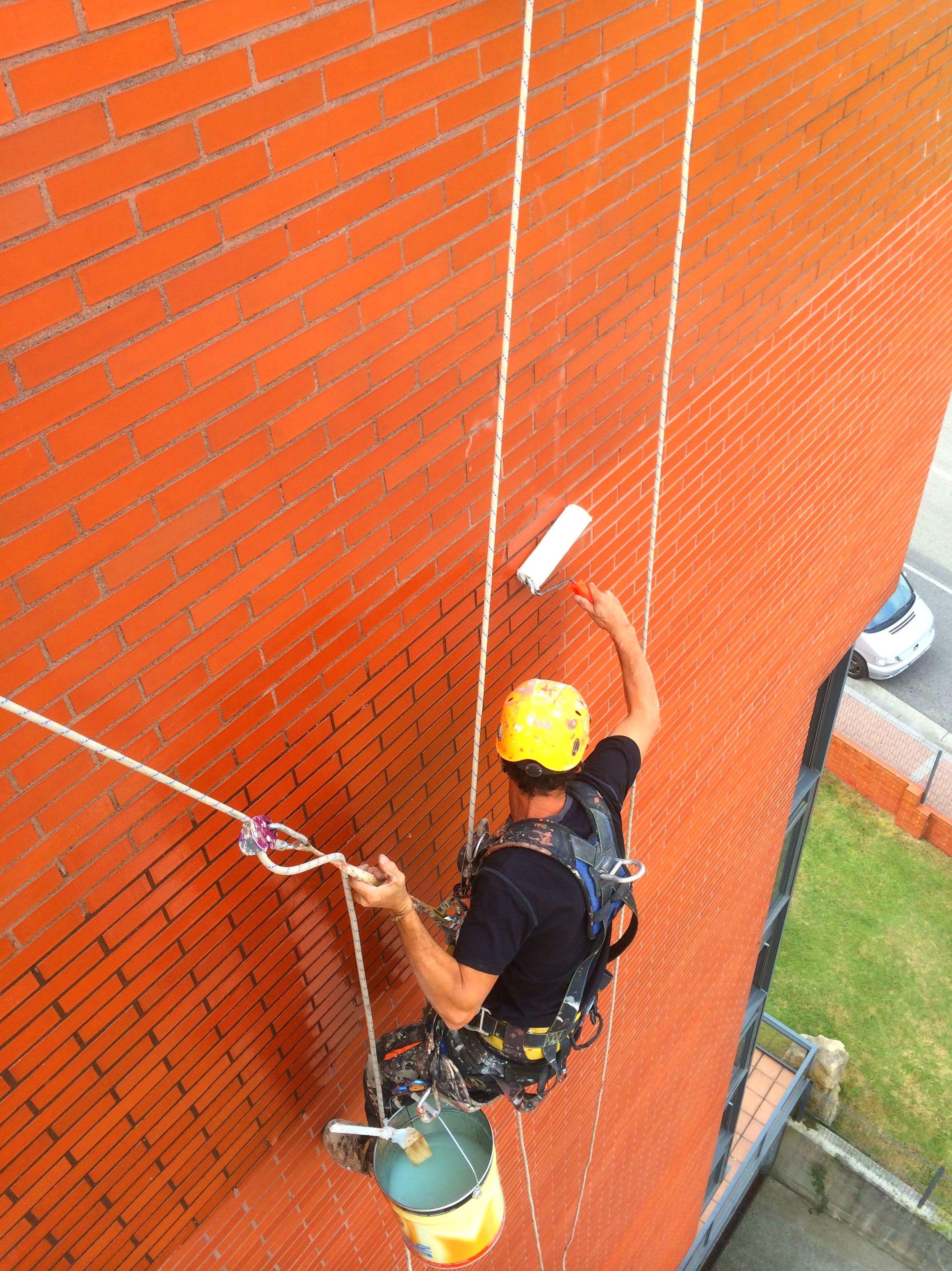 Limpieza de fachadas aplicación de pinturas, hidrófugos y oleófugos Santander