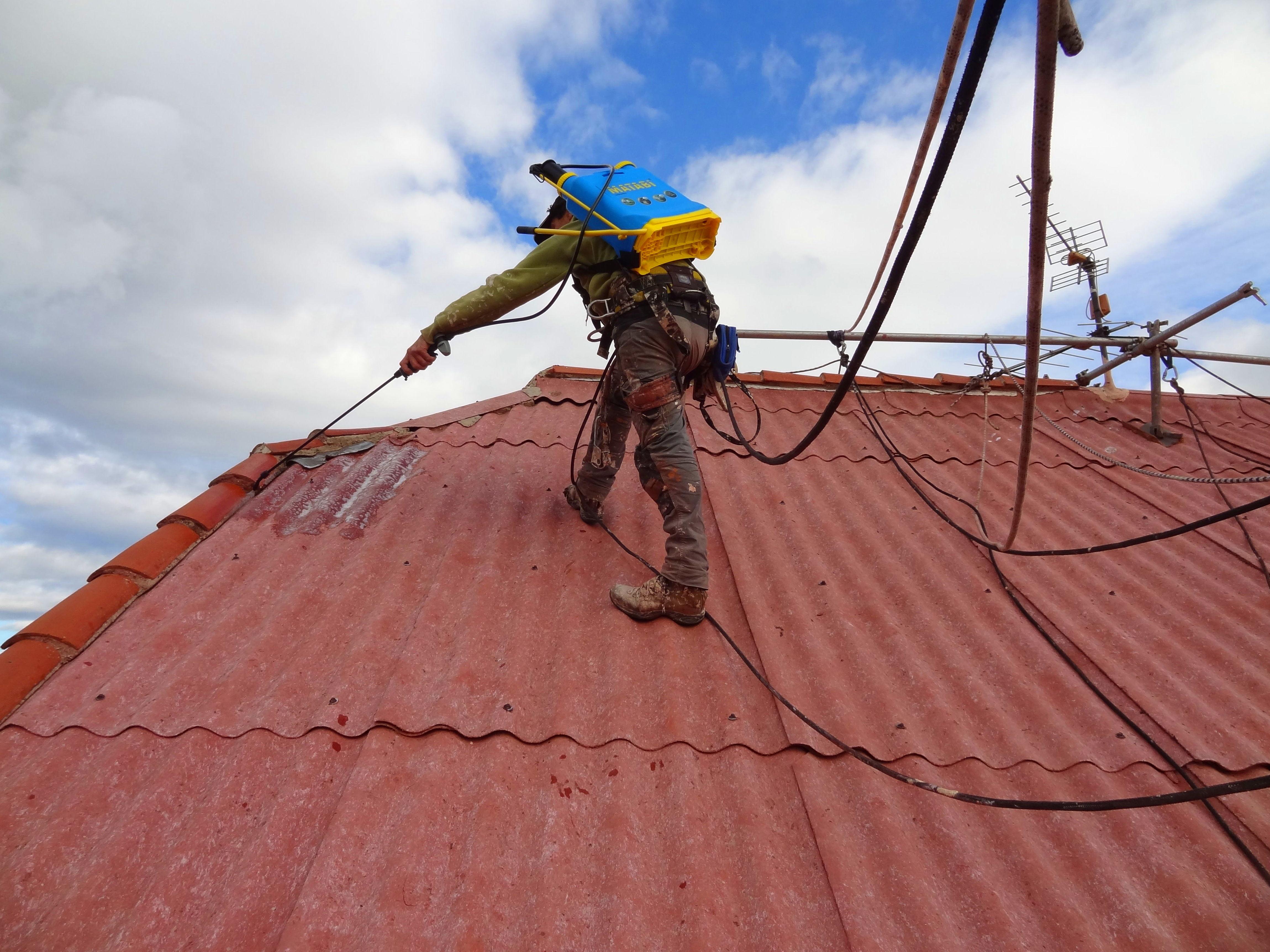 Reparaci n econ mica de tejado de uralita trabajos de - Tejados de uralita ...