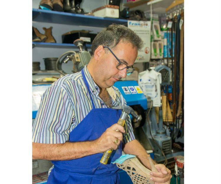 Artesanos del calzado en Leganés