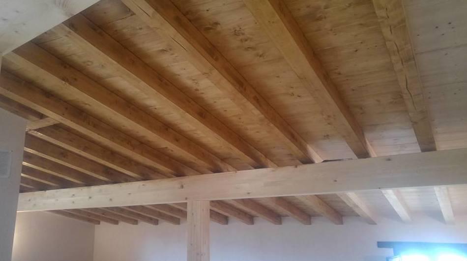 Teñido de techo de madera