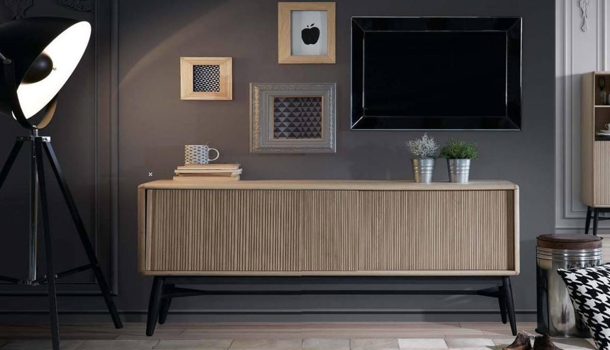 Muebles de salón,  colección de un importador, de diseño Nórdico, donde la sencillez de las lineas y la belleza de la madera de Roble macizo son las protagonistas.