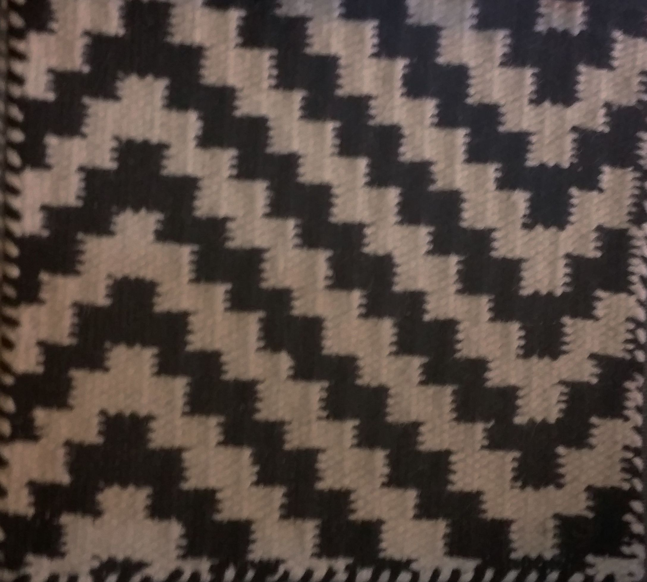 Alfombra de lana manual con diseño en espiga