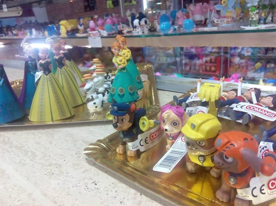 adornos de pasteles y juguetes para niños