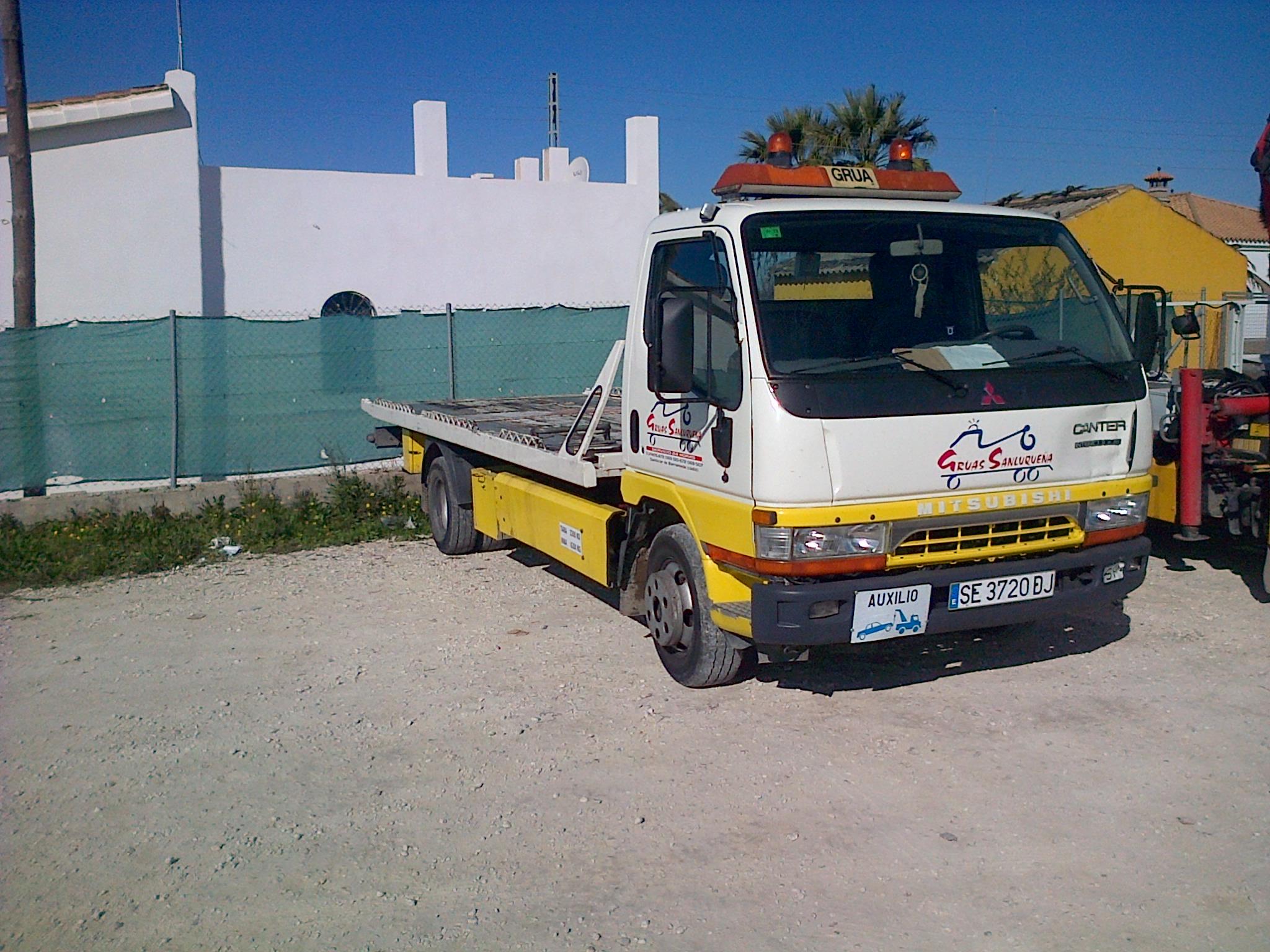 Foto 3 de Grúas para vehículos en Sanlúcar de Barrameda | Grúas Sanluqueña