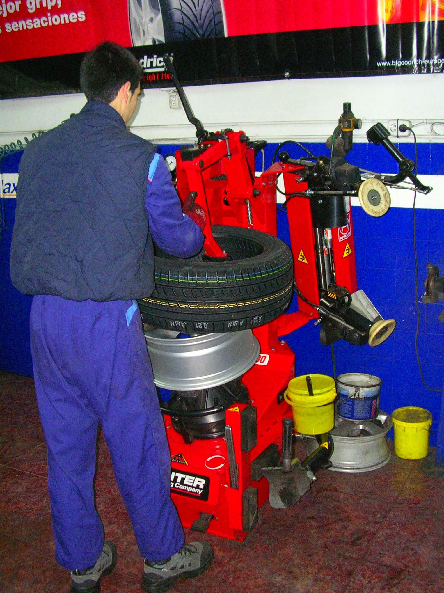 Foto 8 de Neumáticos en Madrid   Claxon Vulcanizados Manolo